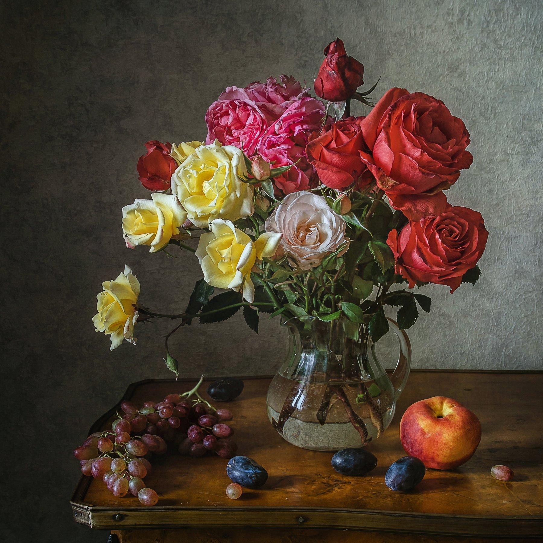натюрморт, стекло, кувшин, цветы, розы, ягода, виноград, сливы, персик, Анна Петина