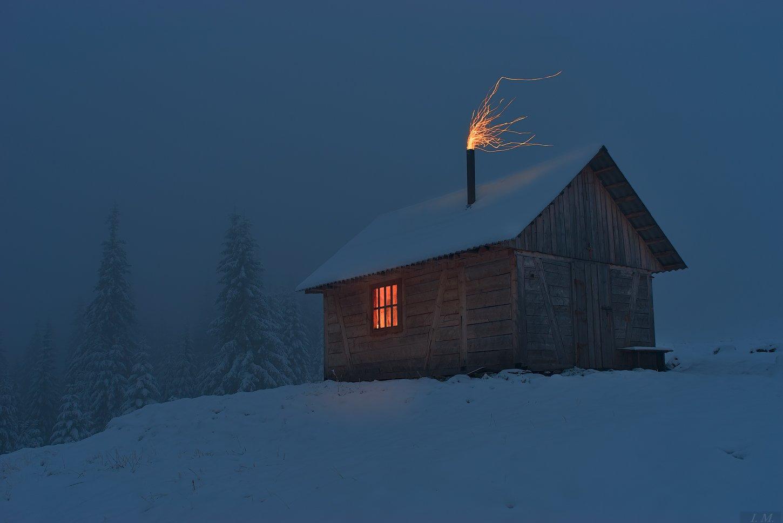 сумерки, одиночество, хижина, свет, горы, ели, снег, туман, искры, пейзаж, mountains, landscape, flame, light, loneliness, twilight, hut, pine, trees, fog, misty, foggy, Ivan Maljarenko