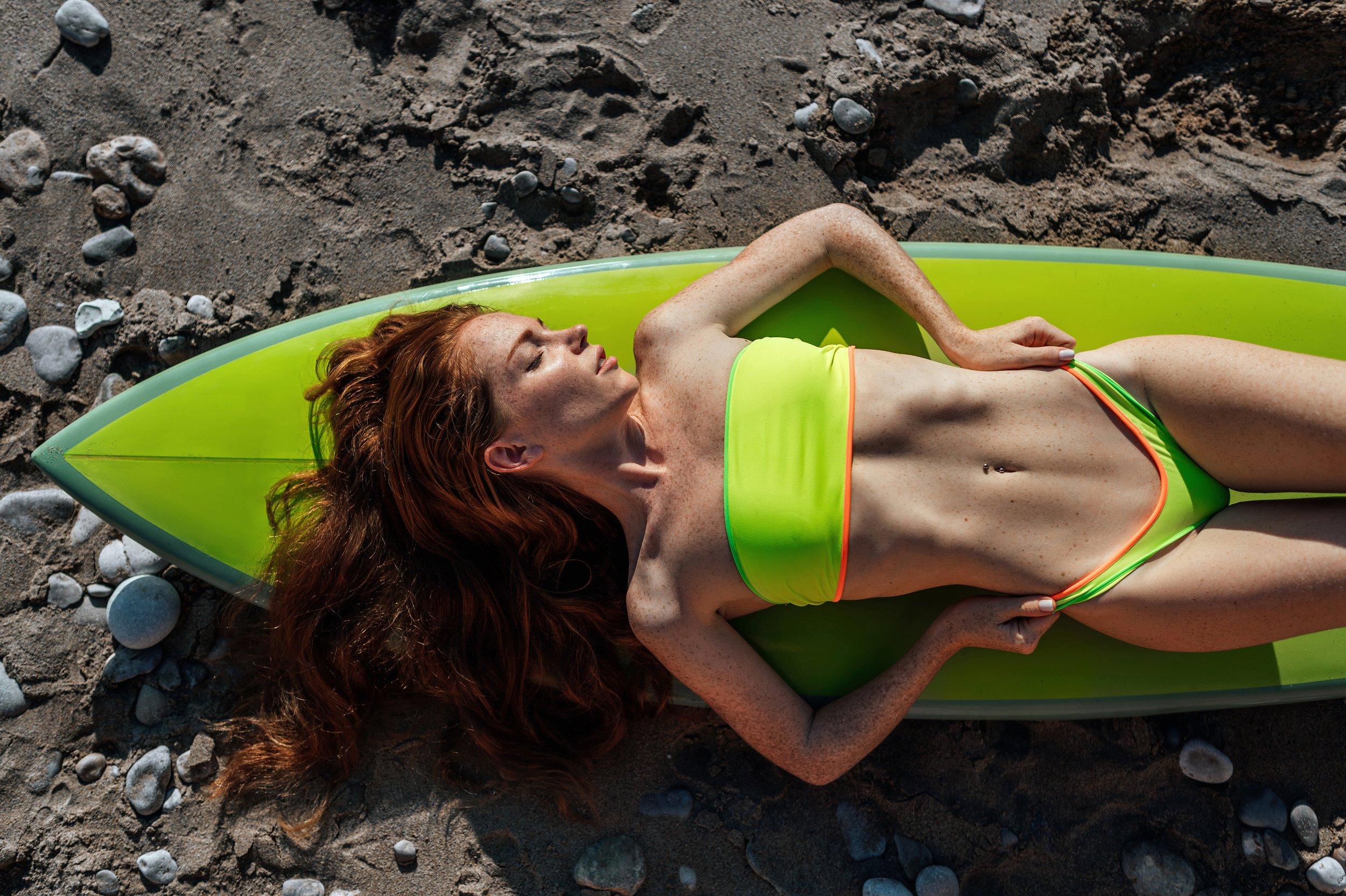 девушка, серфинг, доска для серфинга, зеленый, купальник, пляж, море, лето, 35mm, sony, sigma, body, fashion, horizontal, Новиков Николай