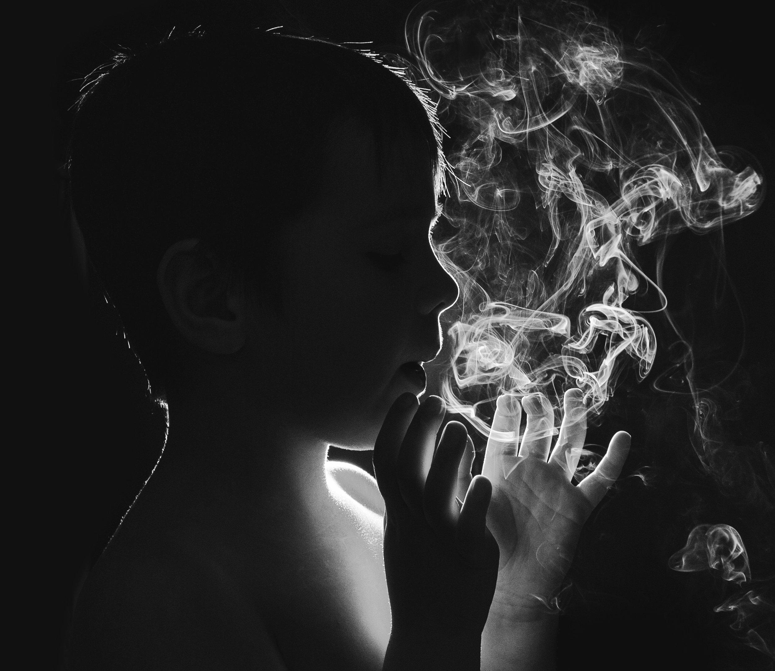 ребёнок,дым,игра,чёрно-белое,силуэт,контур, Володин Владимир
