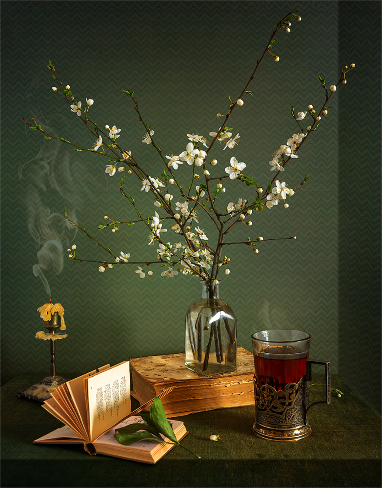 still life, натюрморт,    винтаж, ретро, цветы,  книга, весна, чай напиток, стакан, свеча, дым,, Шерман Михаил