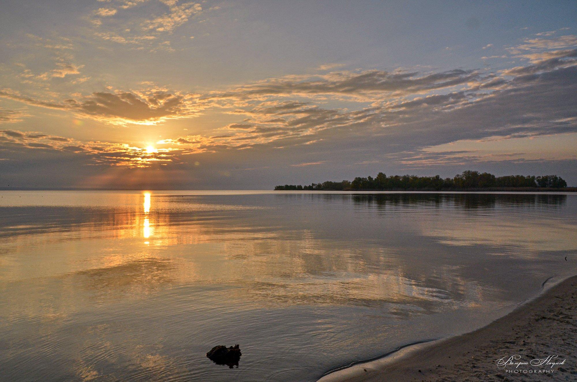 утро, рассвет, восход, лучи, вода, отражения, небо, облака, Валерий Наумов