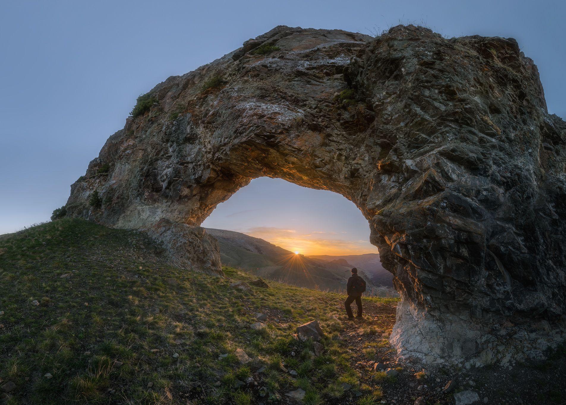 северный кавказ. карачаево-черкесия, скала арка, рассвет ,весна, Мысливцев Николай