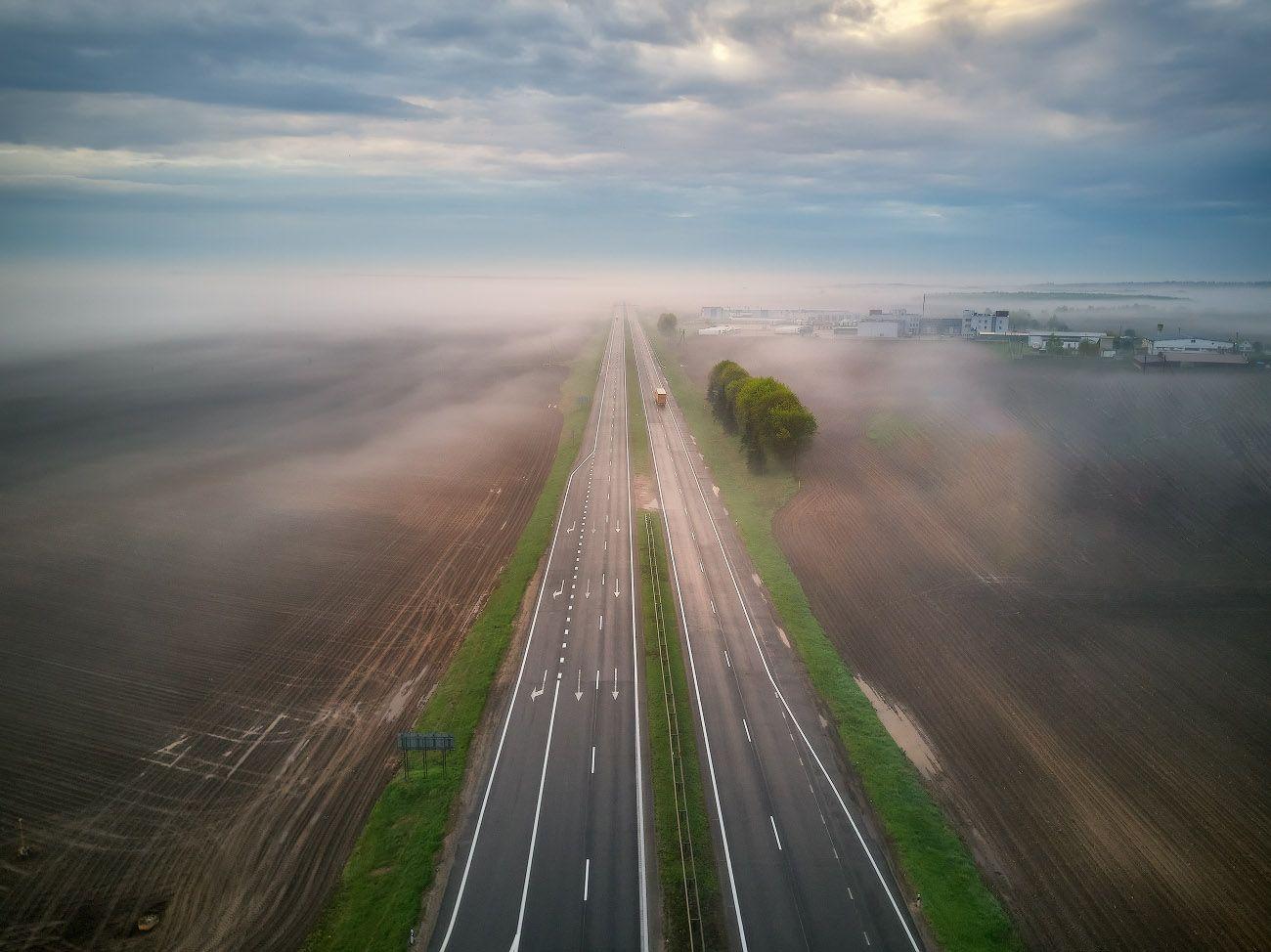 беларусь, весна, дождь, дорога, май, рассвет, туман, утро, Вейзе Максим