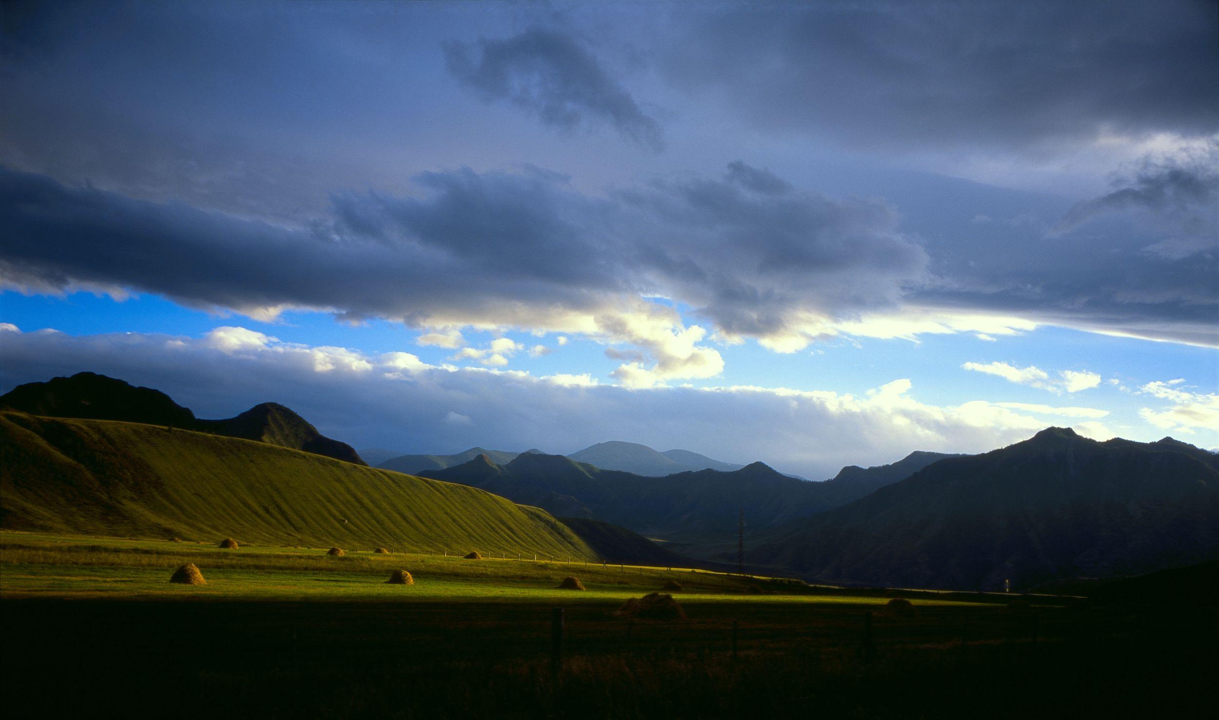 горы, дождь, небо, стог, облака, поле, царапина, Алтай, Ткаченко Дмитрий