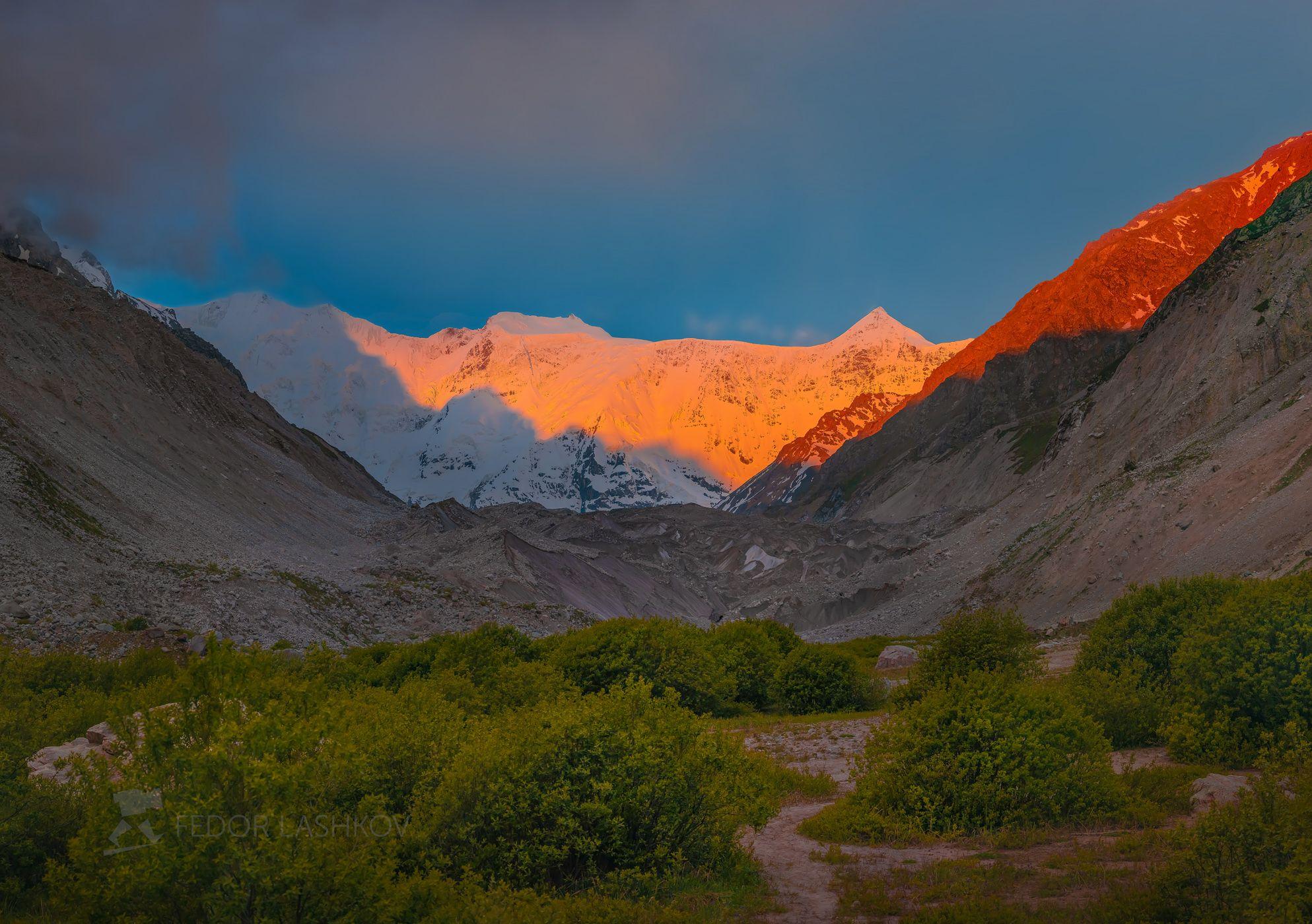 северный кавказ, горы, гора, вершина, путешествие, туризм, хребет, безенгийская стена, кабардино-балкарский высокогорный заповедник, рассвет, лето, безенгий, эко тропа, розовый, рассветное,, Лашков Фёдор