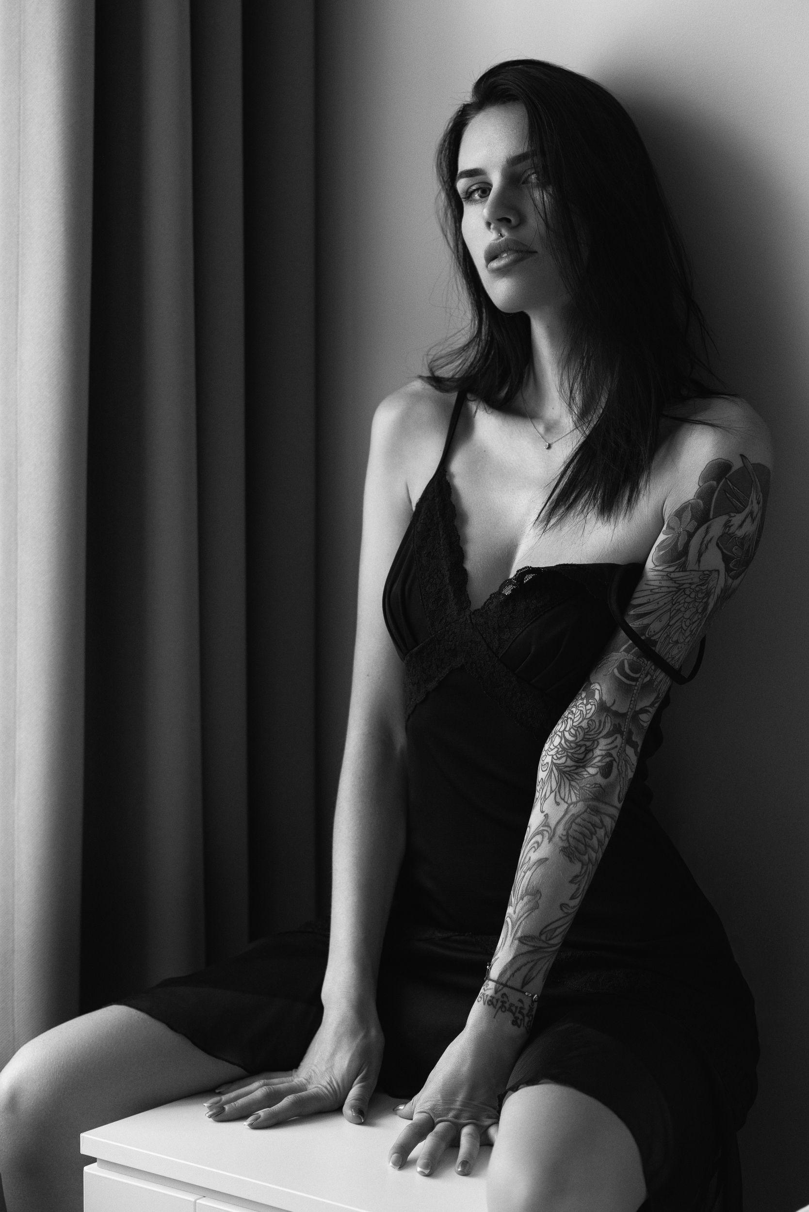 portrait, bw, black and white, monochrome, indoor, woman, tones, sensual, tattoo, beauty, people, Masoit Tomas