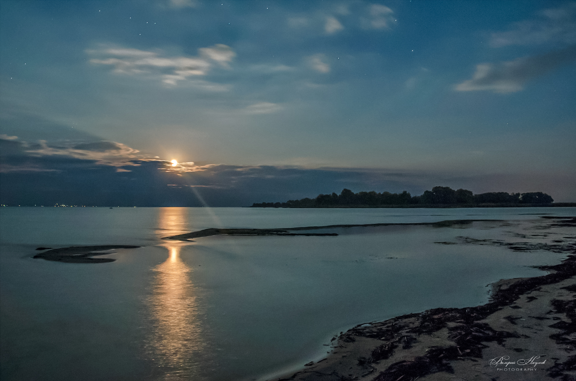 ночь, луна, звёзды, река, дорожка, луч, небо, облака, Валерий Наумов
