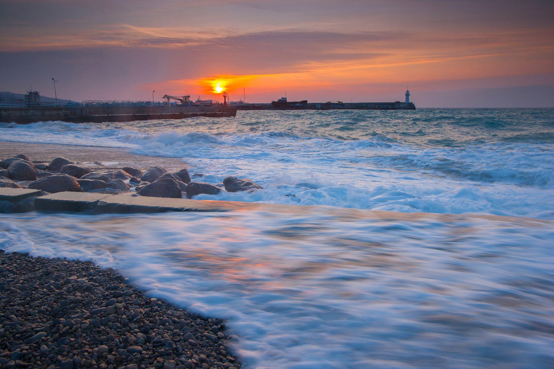 ялтинский маяк, крым, ялта, черное море, маяк, навигация, ялтинский залив, ялта порт, мартьян, мыс мартьян, Titov Serge