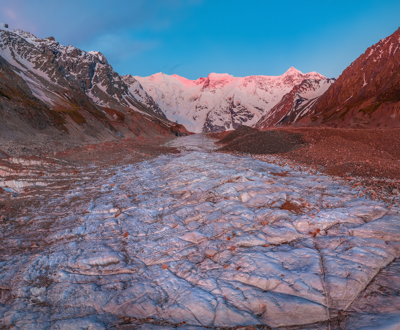 северный кавказ, горы, гора, вершина, безенгийский ледник, путешествие, туризм, хребет, безенгийская стена, кабардино-балкарский высокогорный заповедник, рассвет, заря, лето, безенгий, розовый, рассветное, лёд, ледник,, Лашков Фёдор