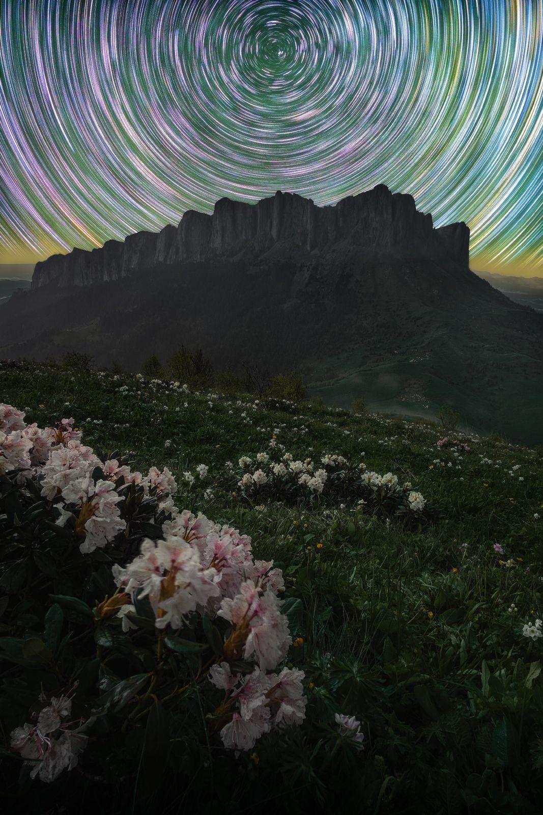 звезды, большой тхач, кавказ, адыгея, весна, рододендрон, астро, ночь, звездные треки, треки, startrail, startrails, Желтов Глеб