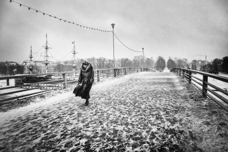 город, зима, метель, холод, ветер, прохожая, мост, Заколдаева Ирина
