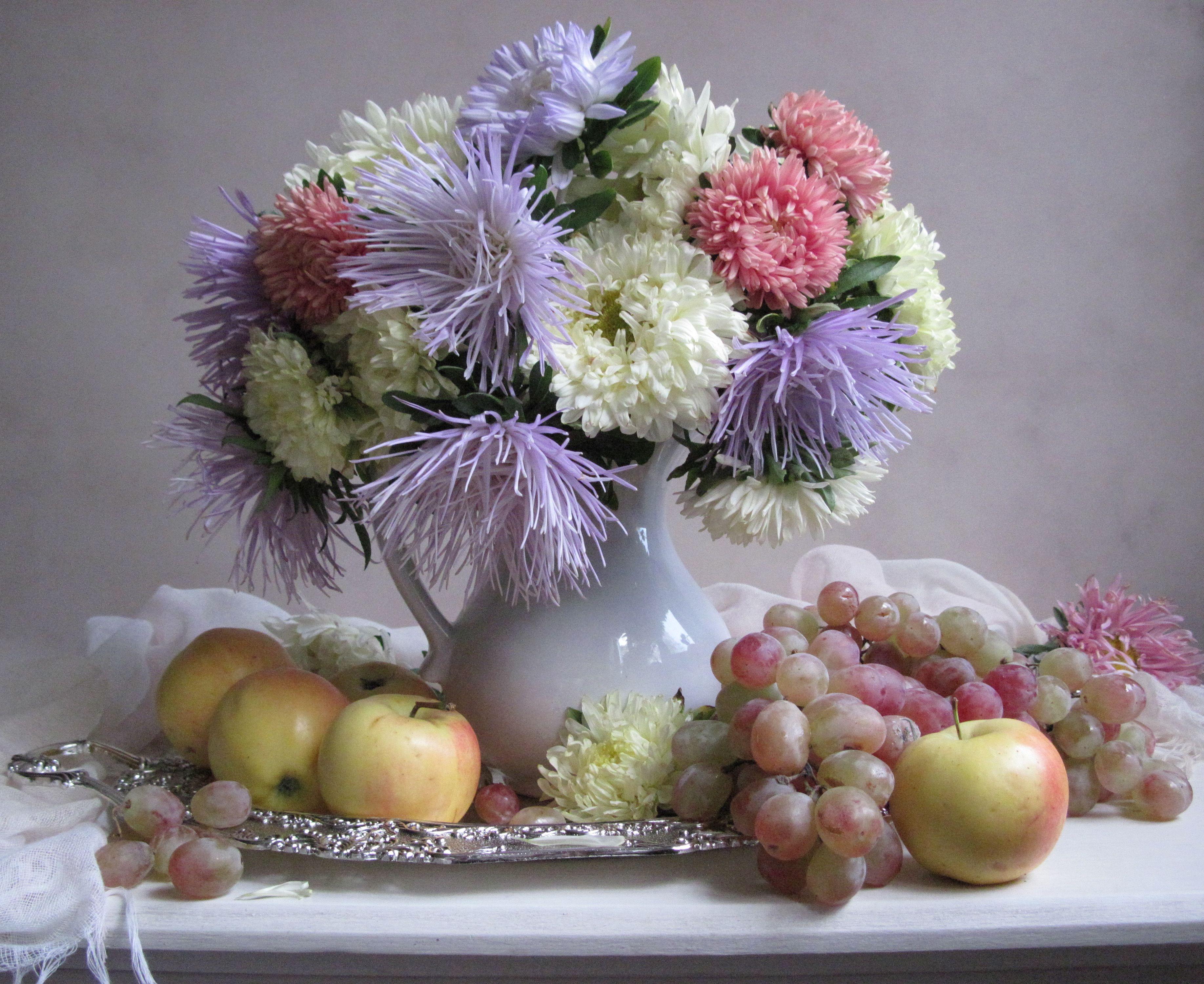 цветы, букет, астры, кувшин, фарфор, поднос, фрукты, виноград, яблоки, Тихомирова Наталия