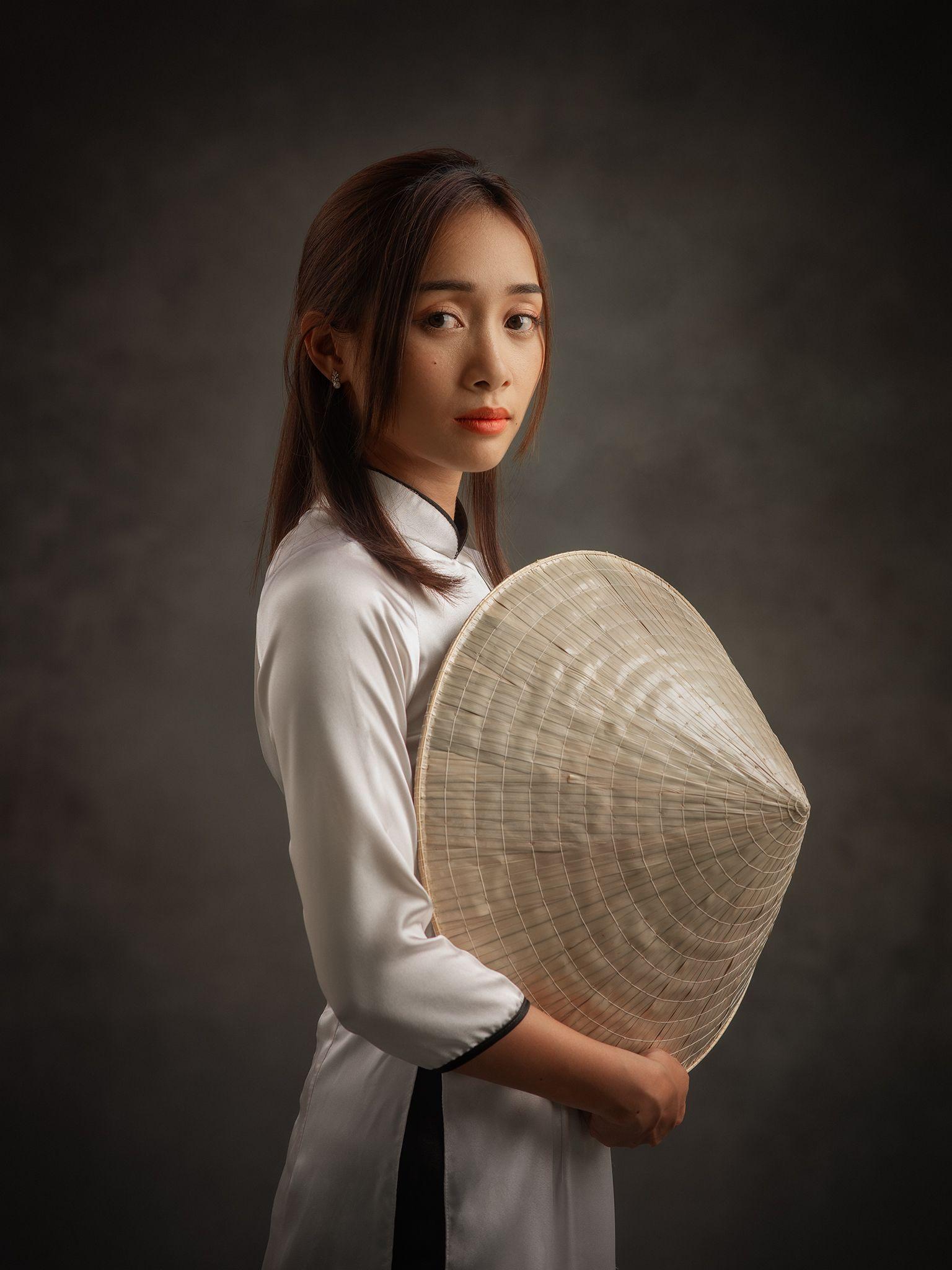 portrait, woman, female, beauty, face, lady, vietnamese, vietnam, asian, girl, studio, white, dress, hat, traditional, Hoang Viet Nguyen