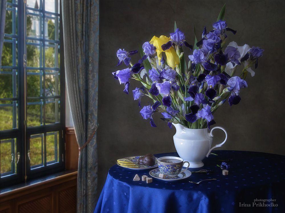 натюрморт, лето, цветы, ирисы, букет, чайный столик, Приходько Ирина