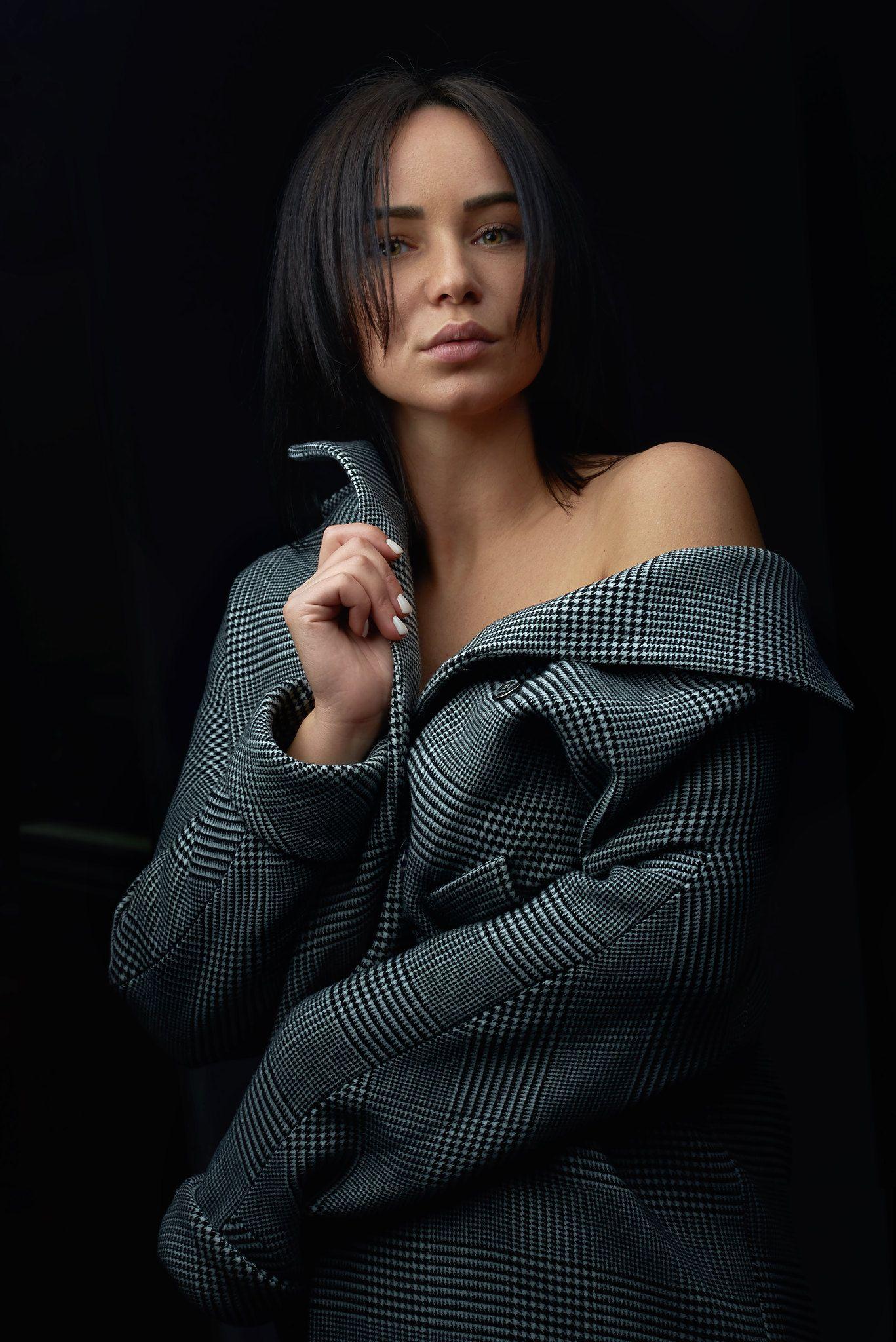 портрет девушка пальто, Каюков Артур