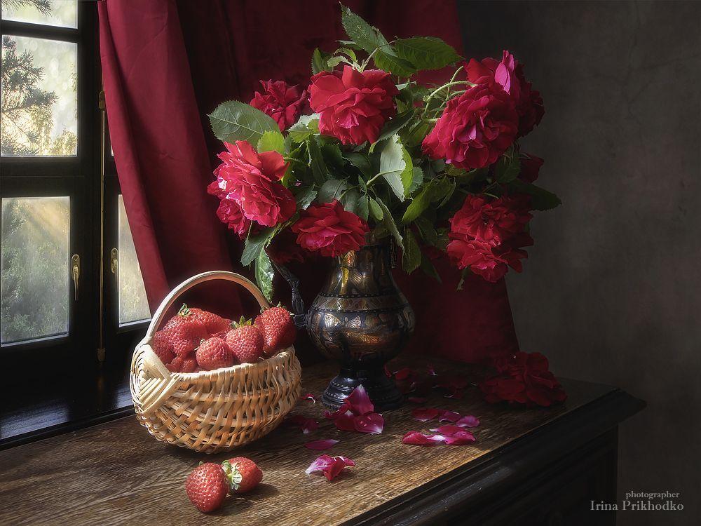 натюрморт, лето, клубника, розы,букет, Приходько Ирина