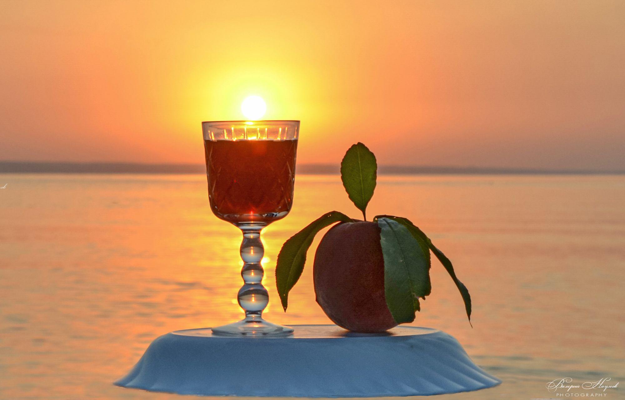 утро, рассвет, восход, река, вода, бокал, персик, Валерий Наумов