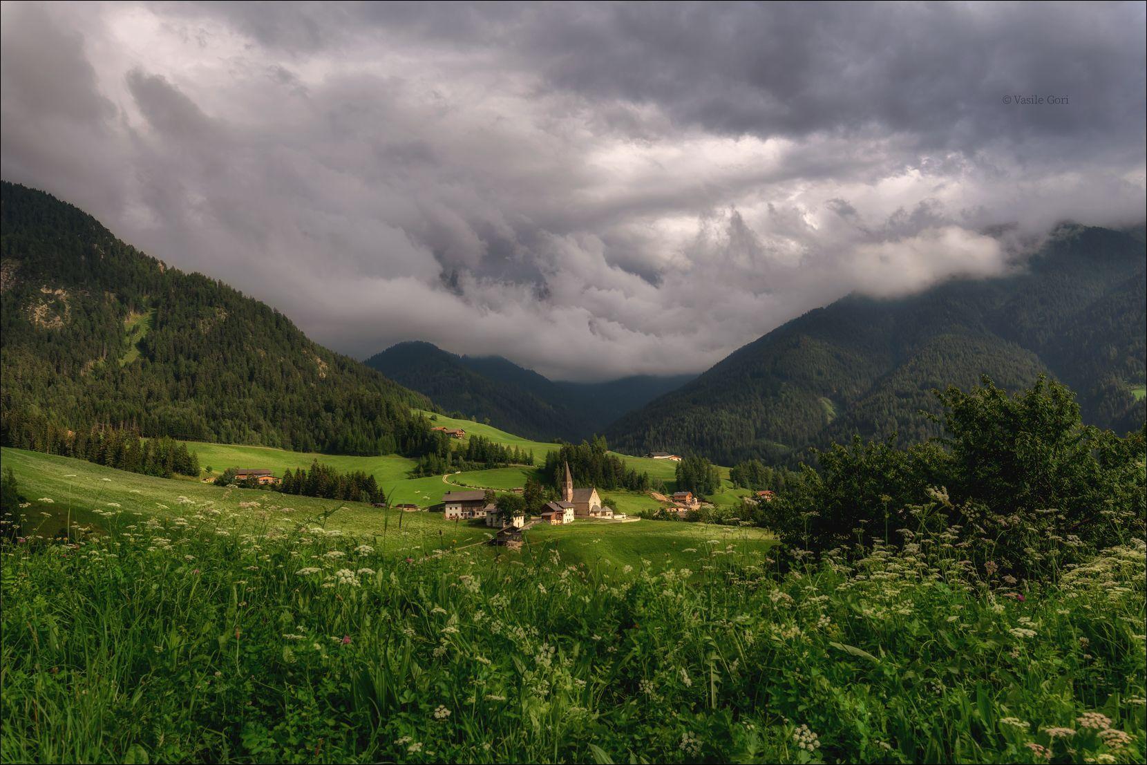 доломитовые альпы,santa maddalena,деревня,val di funes,лето,odle,италия,alps,ranui,san giovanni,церквушка, Гори Василий