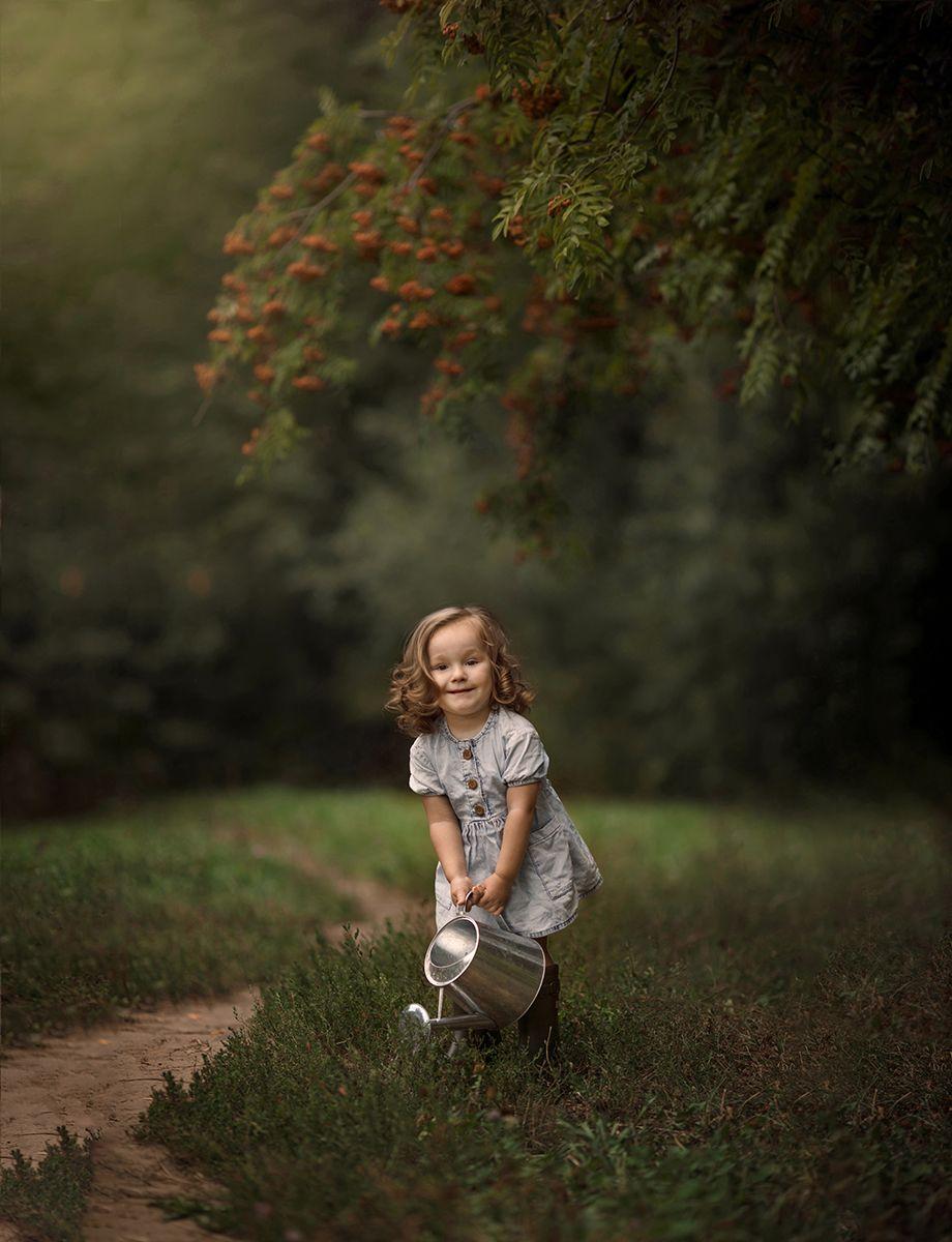 gardening, садовод, девочка, лейка, рябина, ребенок, Алёна Алексеева