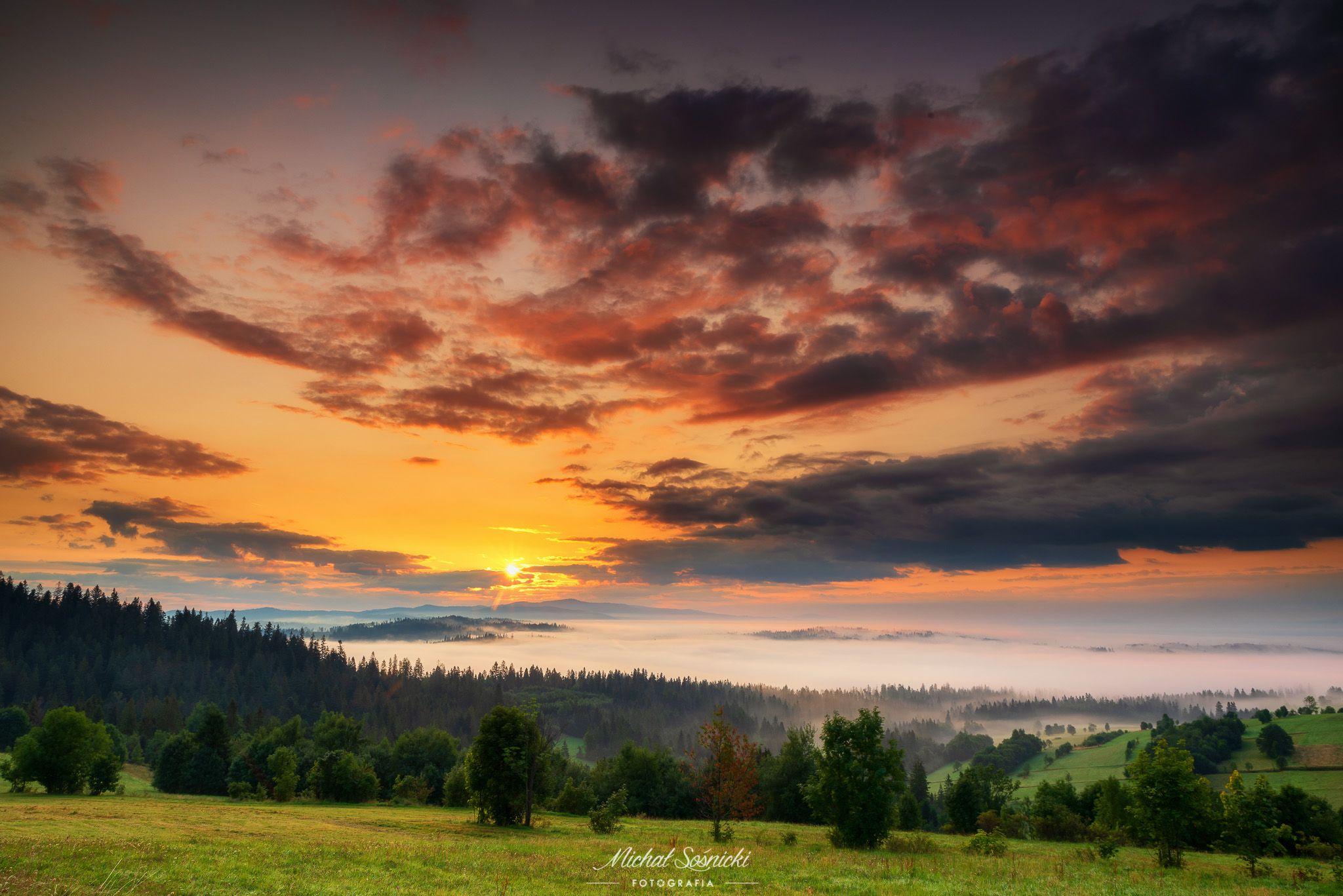 #poland #pentax #benro #lightroom #nikcollection #nature #sunrise #mountains #sky #fog #foggy #morning #pix, Sośnicki Michał