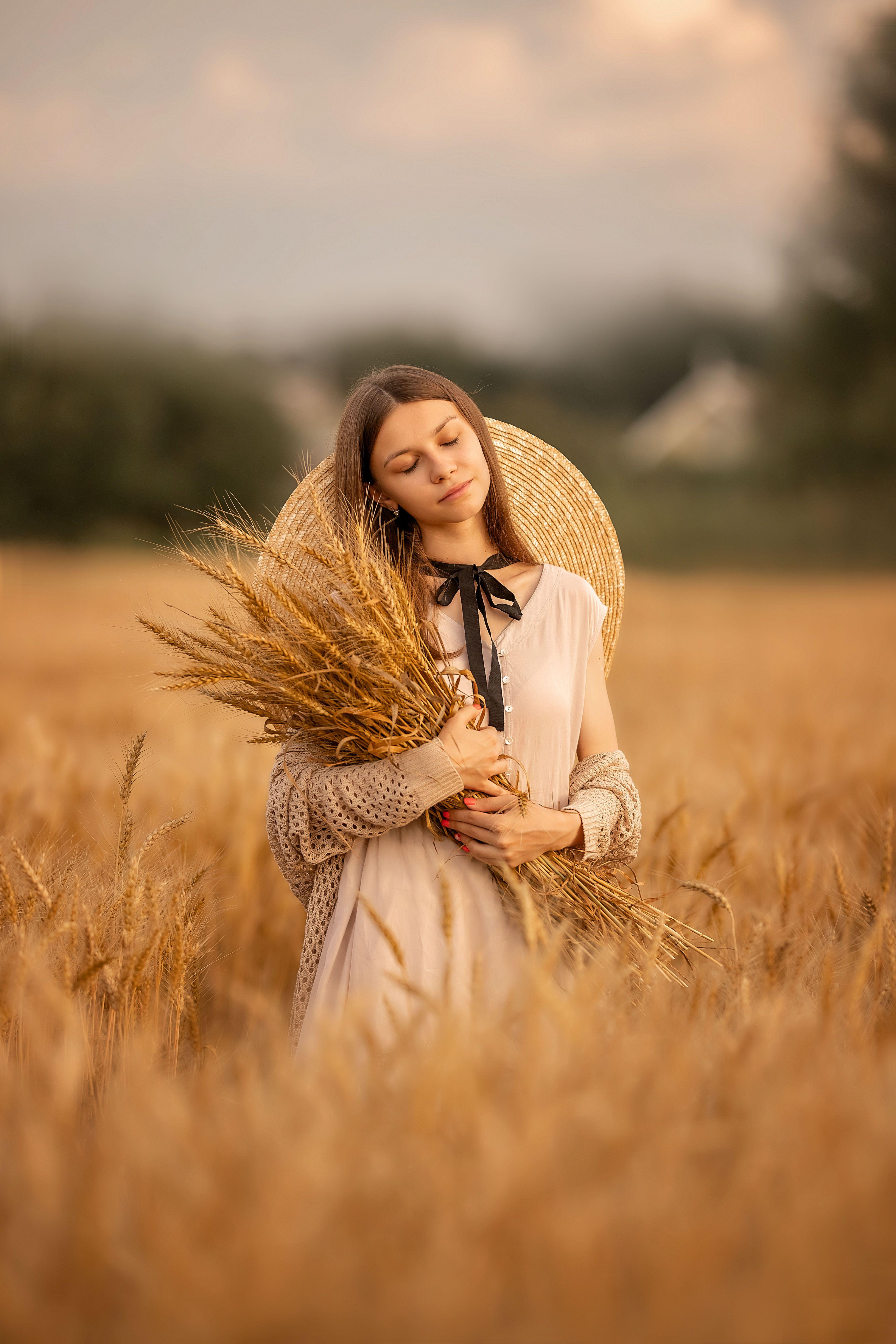 девушка, лето, поле, девушка в шляпе, юность, портрет, Чернигина Елена