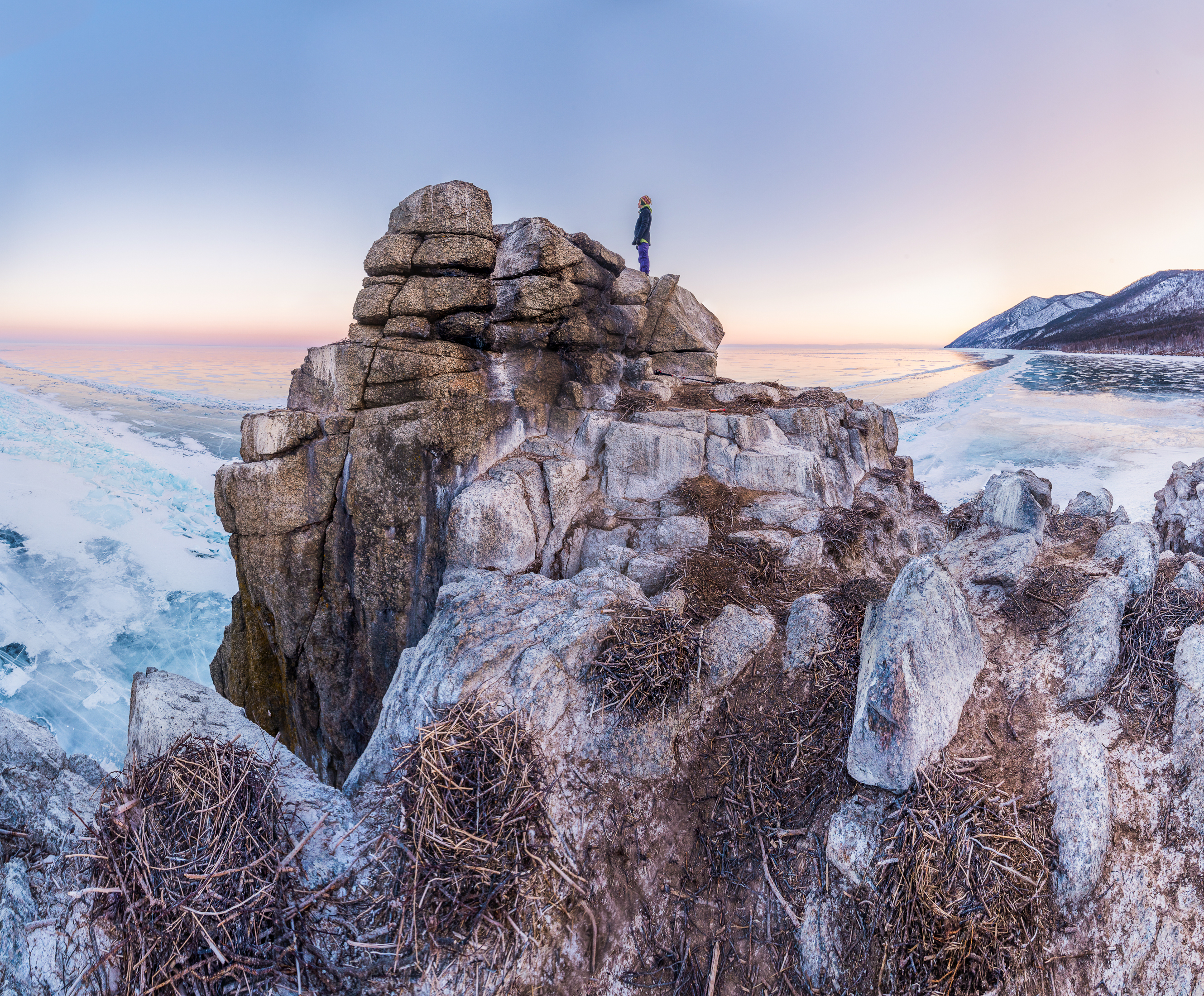 Байкал, бухта песчаная, бакланий камень, скала, лёд, зима, Evgeniy Khilkevitch