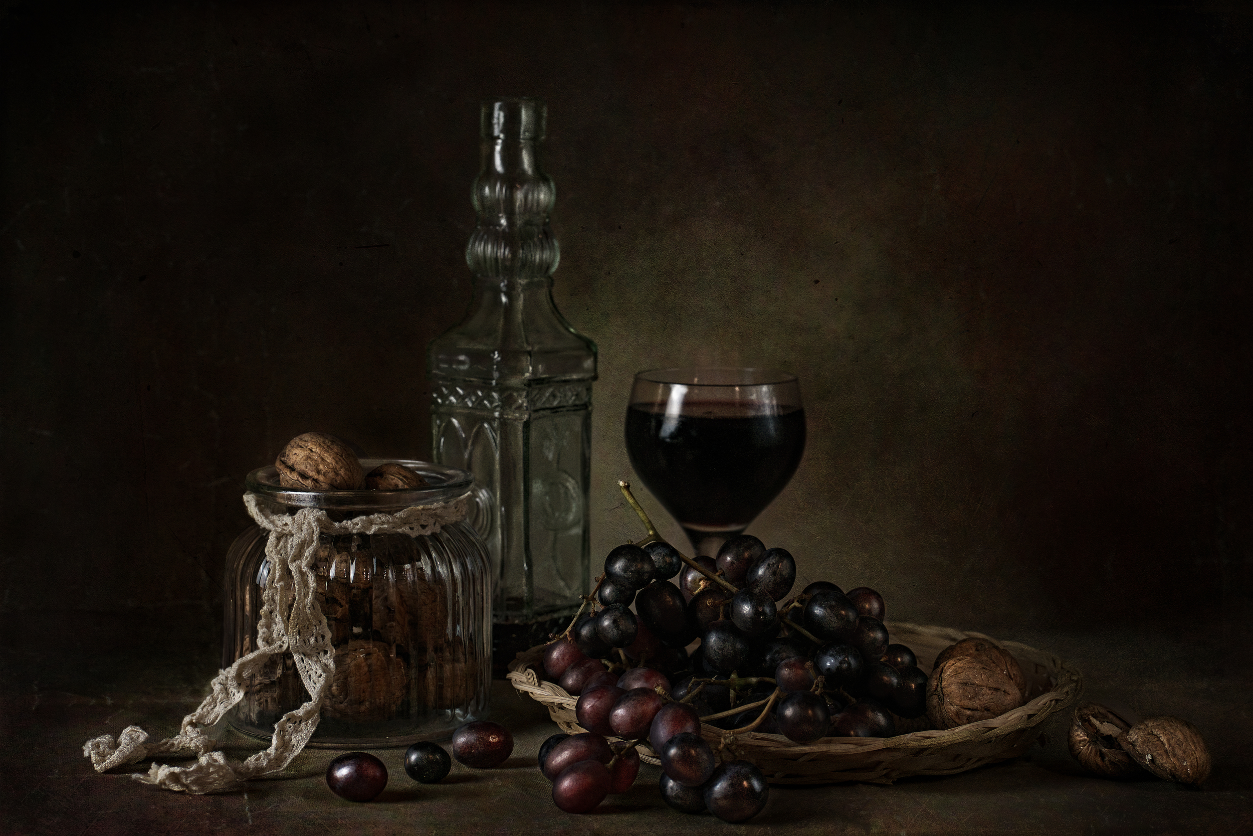 still life with berries, still life, berries, wine, glass, elegance, drink, alcohol, bottle, wineglass, object, fruit, decoration, table, home, arts, modern world, society, grapes, fine art, food, vegetarian, dessert, walnuts, Костин Анжелика