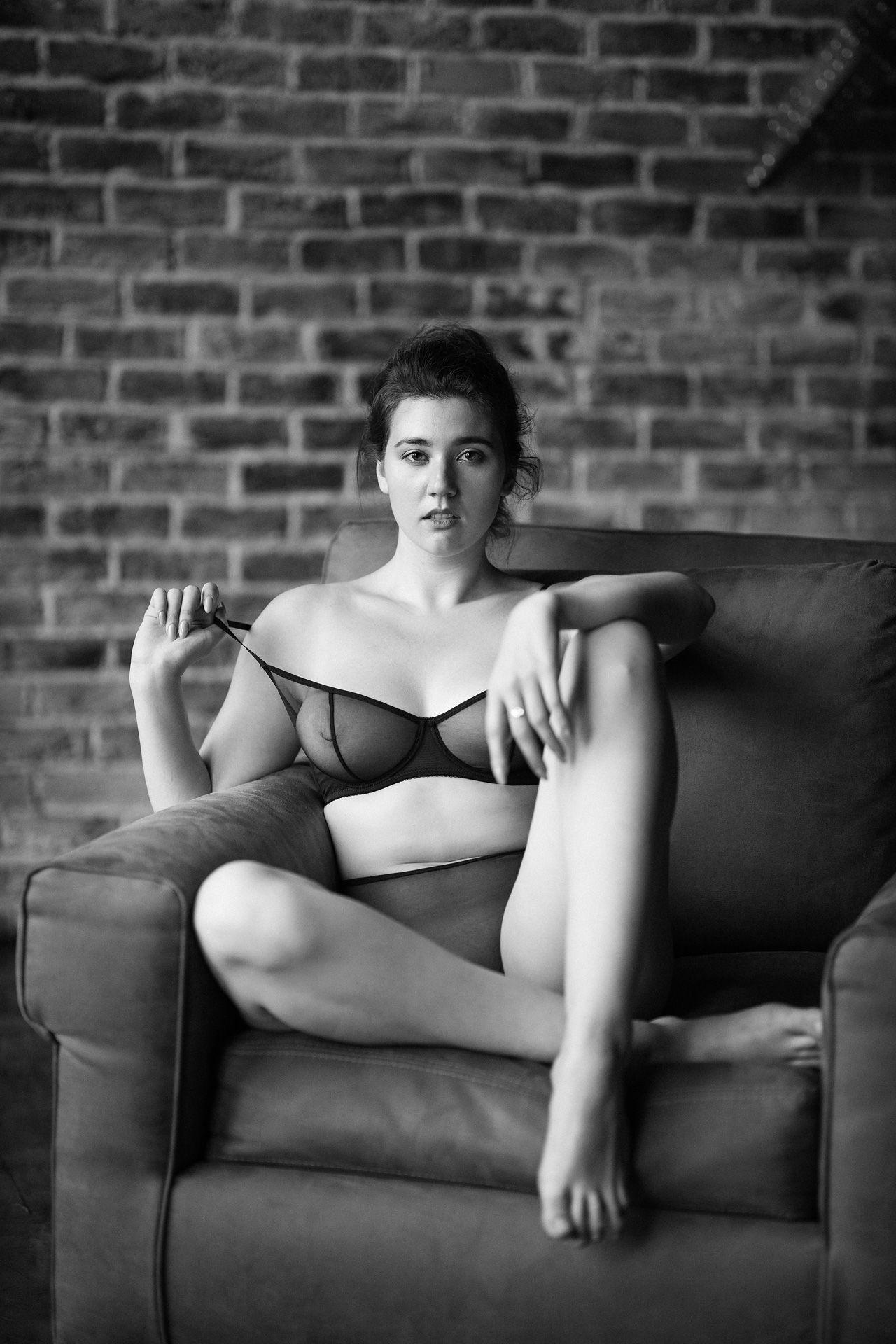 девушка взгляд портрет студия черно-белое, Сергеева Ксения