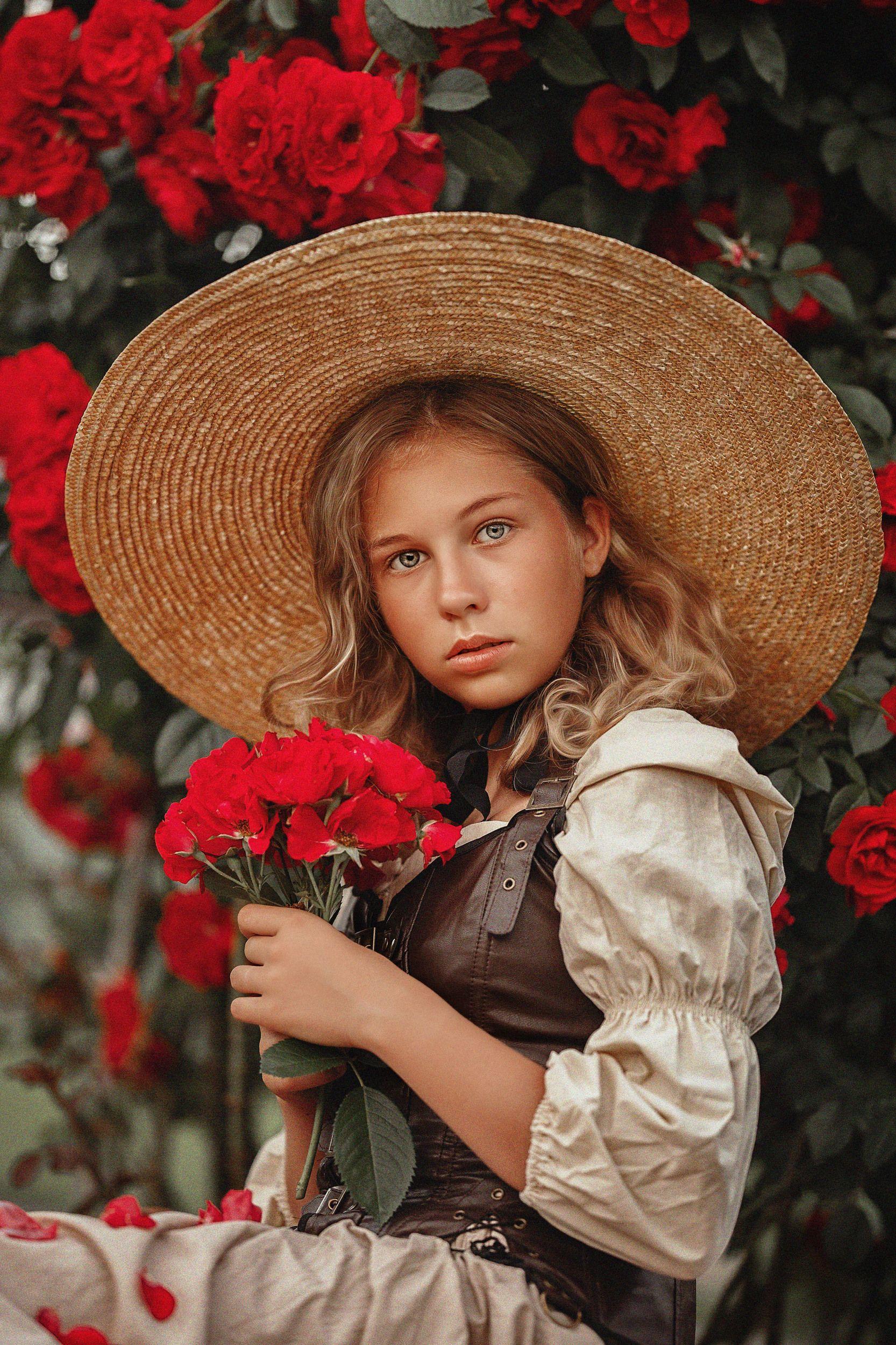 девушка, лето, поле, девушка в шляпе, юность, портрет, розы, Чернигина Елена