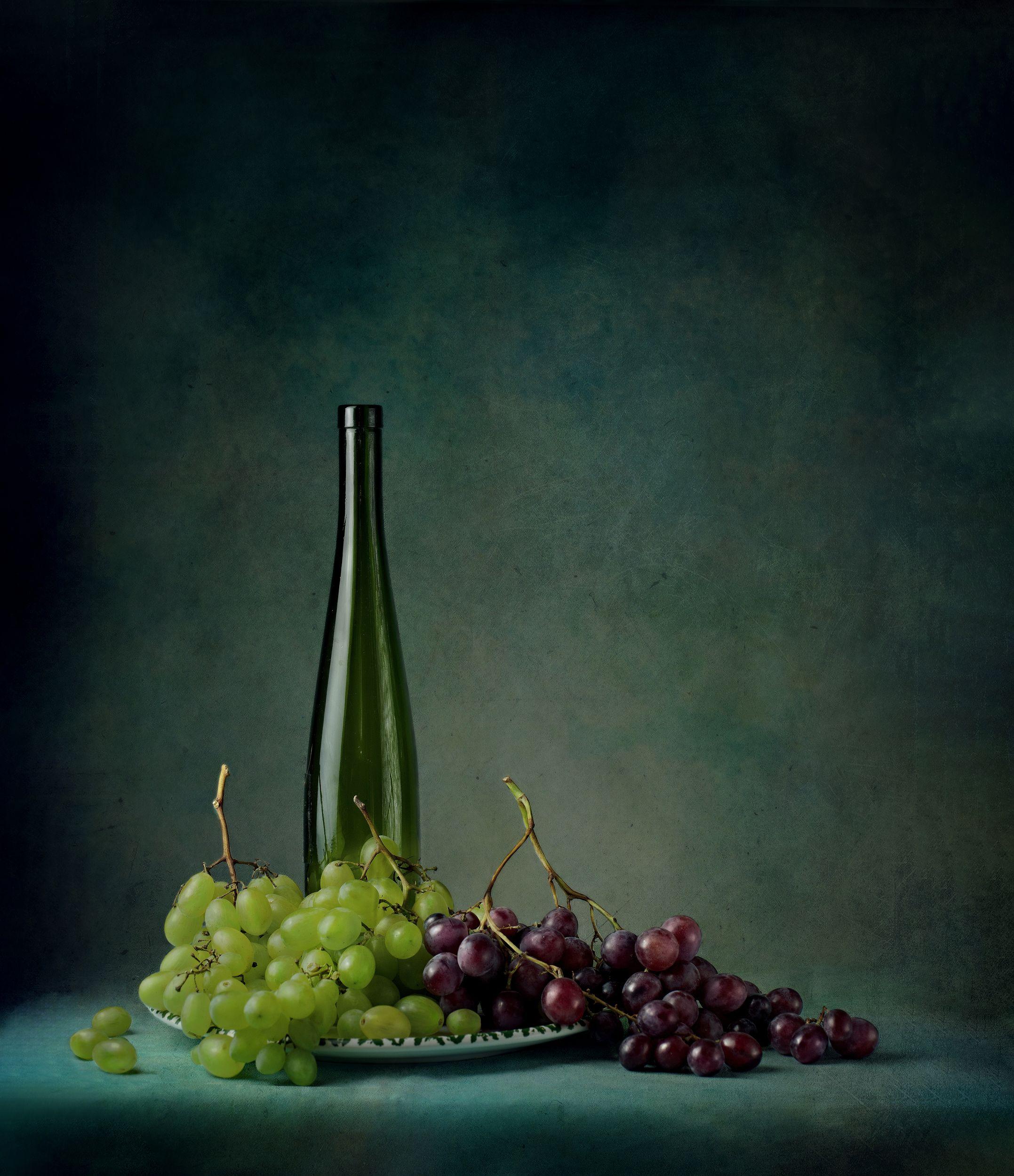 still life with berries, still life, berries, grapes, table, elegance, drink, alcohol, bottle, object, fruit, decoration, table, home, arts, modern world, society, fine art, food, vegetarian, dessert, Костин Анжелика