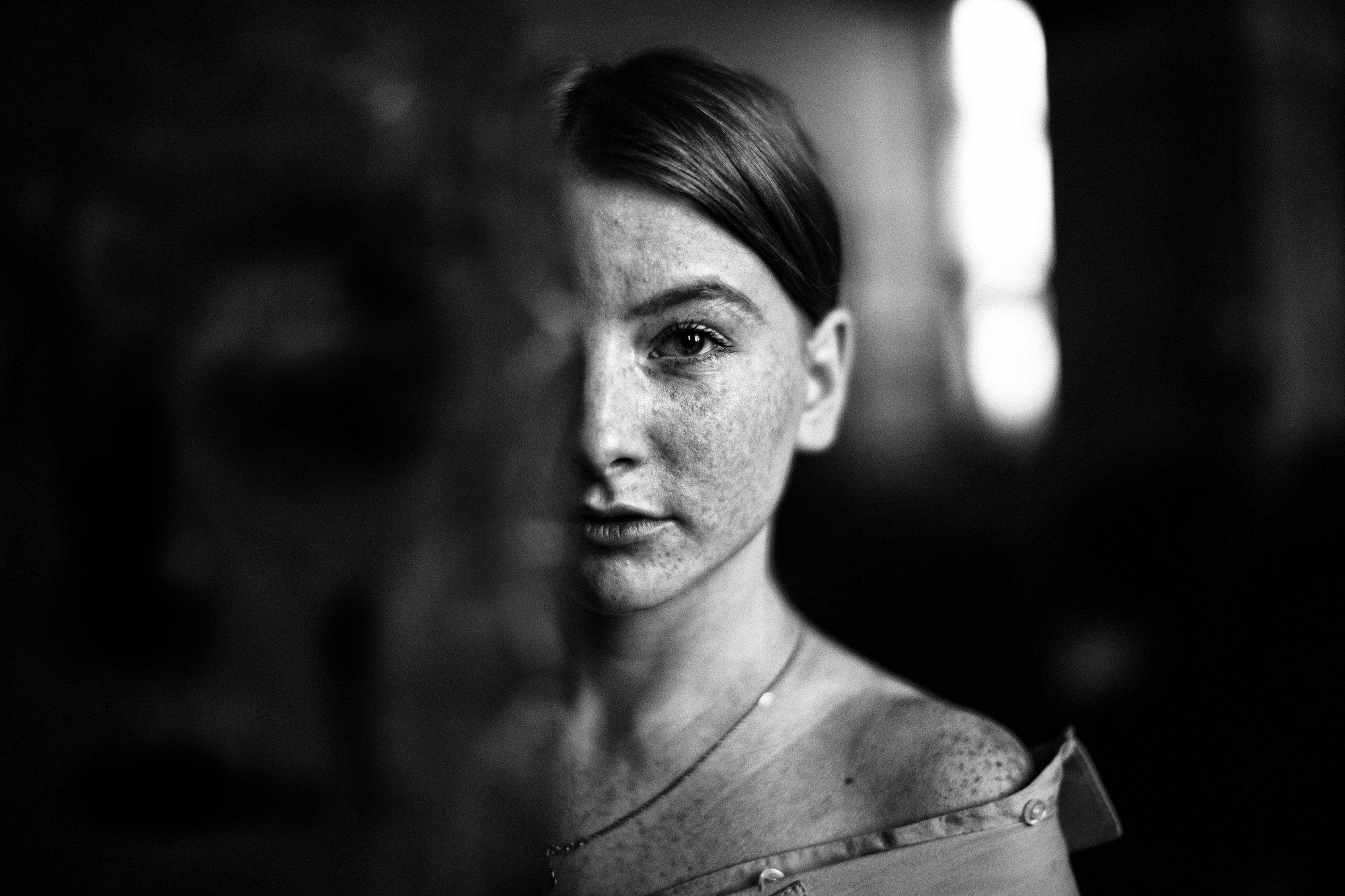 рыжая девушка веснушки красота маска медь свет окно, Анна Луценко