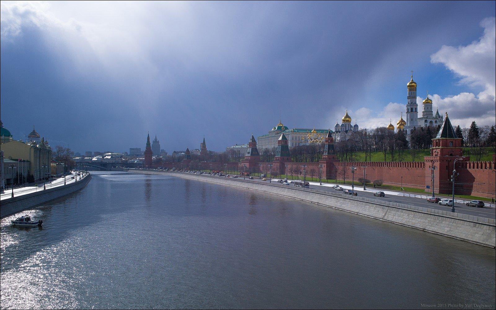 город, колокольня, кремль, москва, река, снегопад, солнце, туча, Юрий Дегтярёв