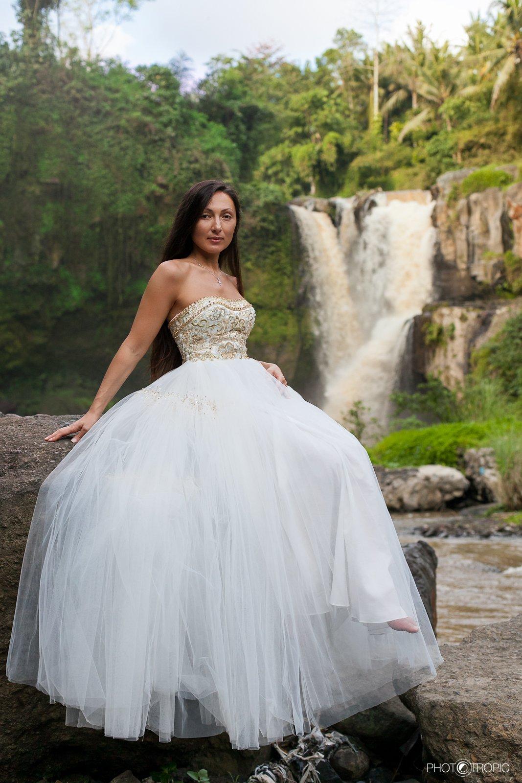 путешествие, свадьба, невеста, образ, девушка, платье, елен цай, elen tsay, бали, wedding, счастьее, нежность, любовь, азиатка, грация, красота, водопад, культура, традиции, Japan
