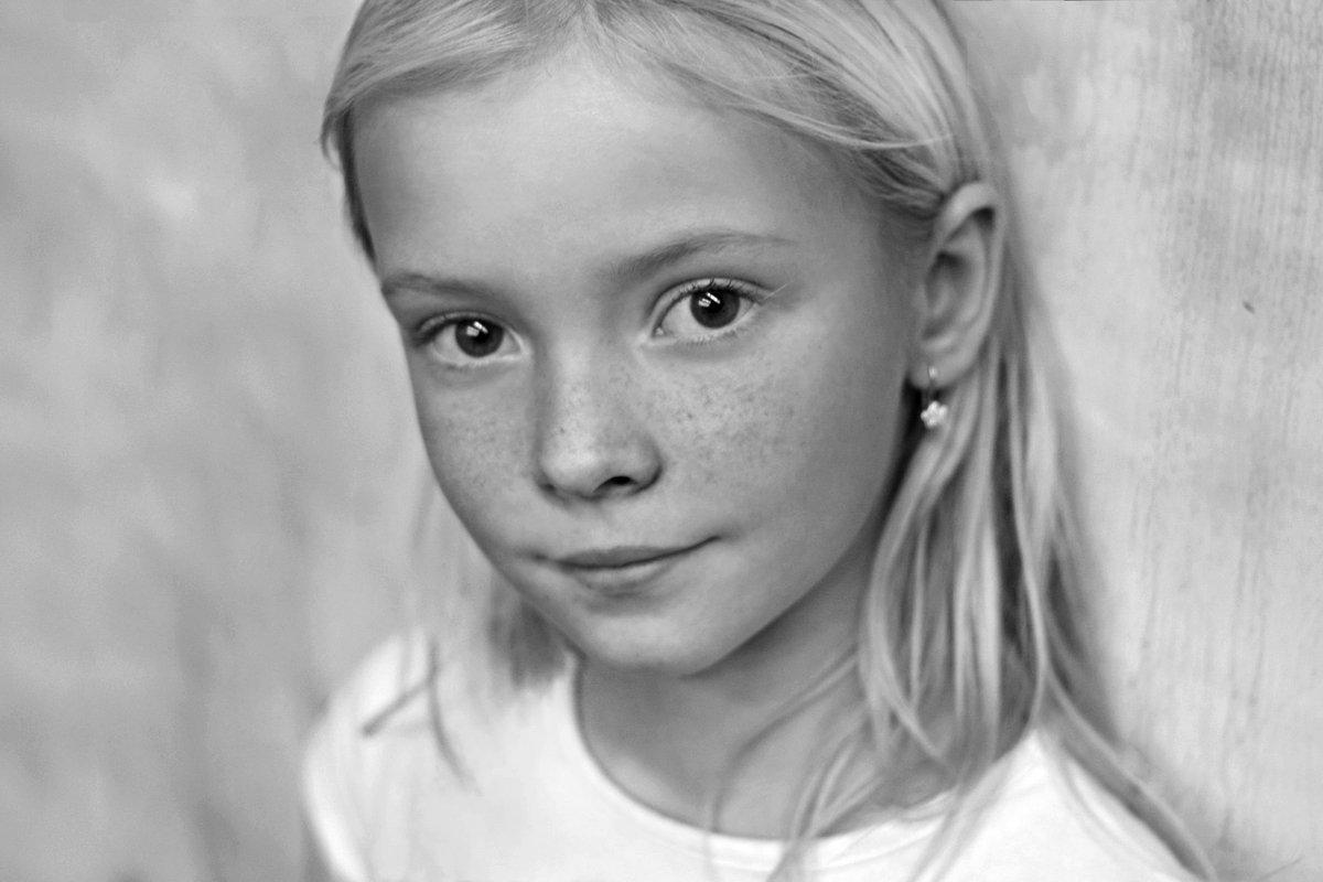 b&w, black and white, blond, cute, girl, portrait, Давыденко Мария