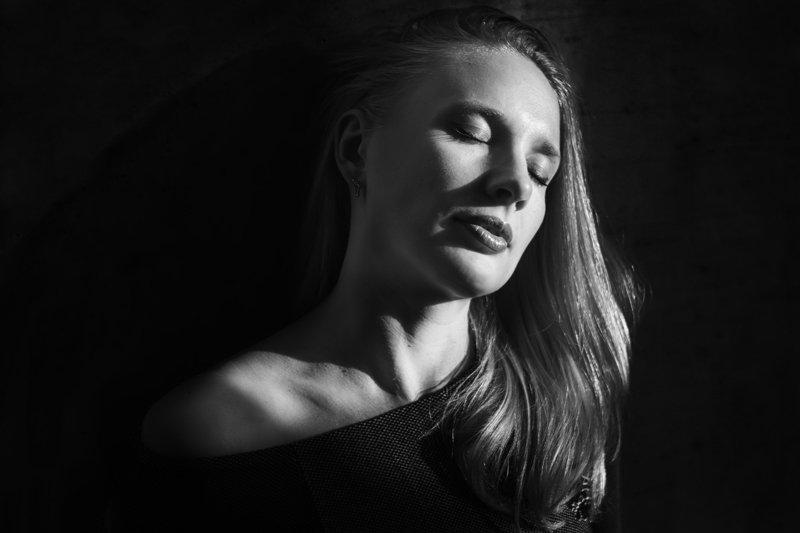 девушка, портрет, свет, тень, чб, Ирина Сиротова