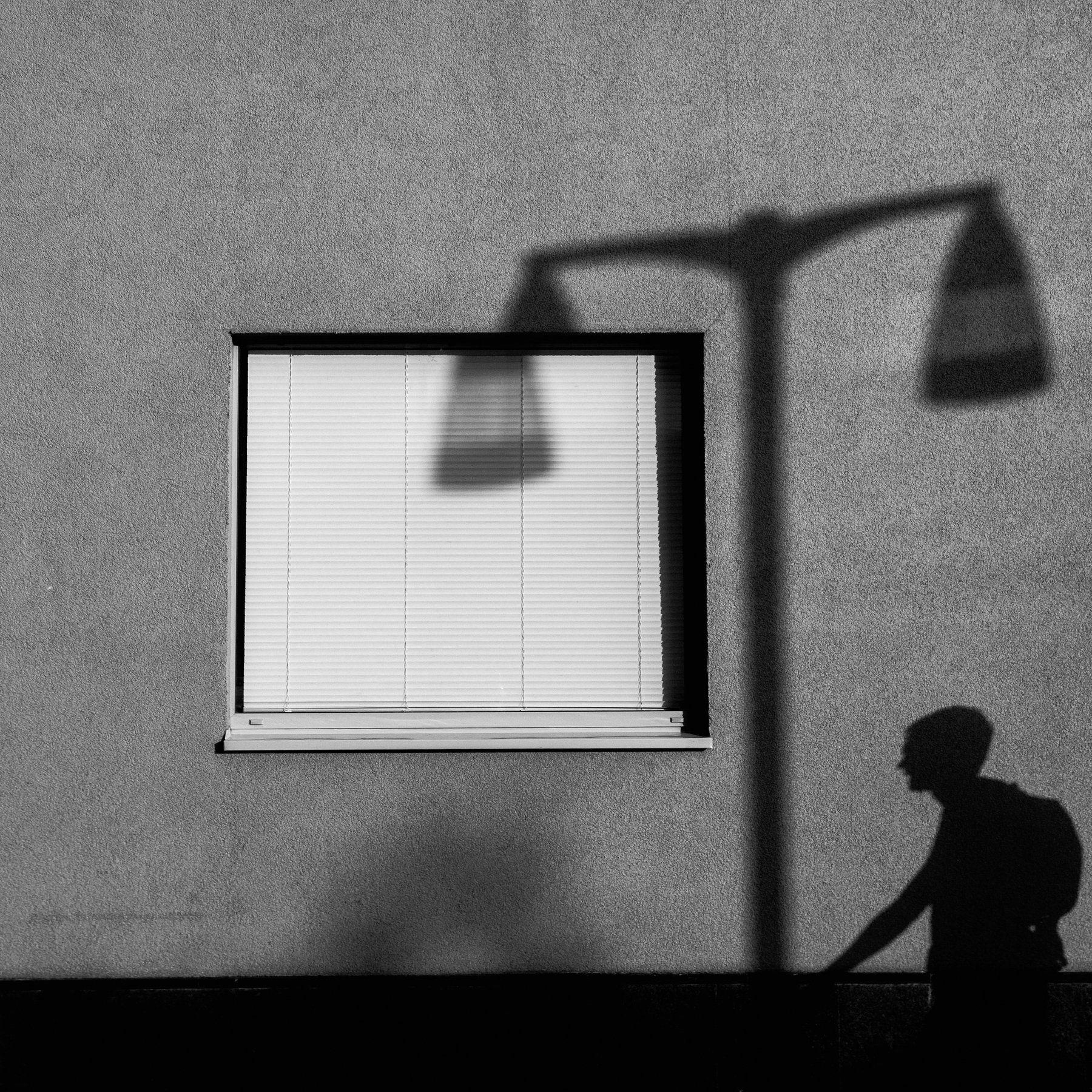 фонарь, тень, мужчина, город, окно, masyaxa