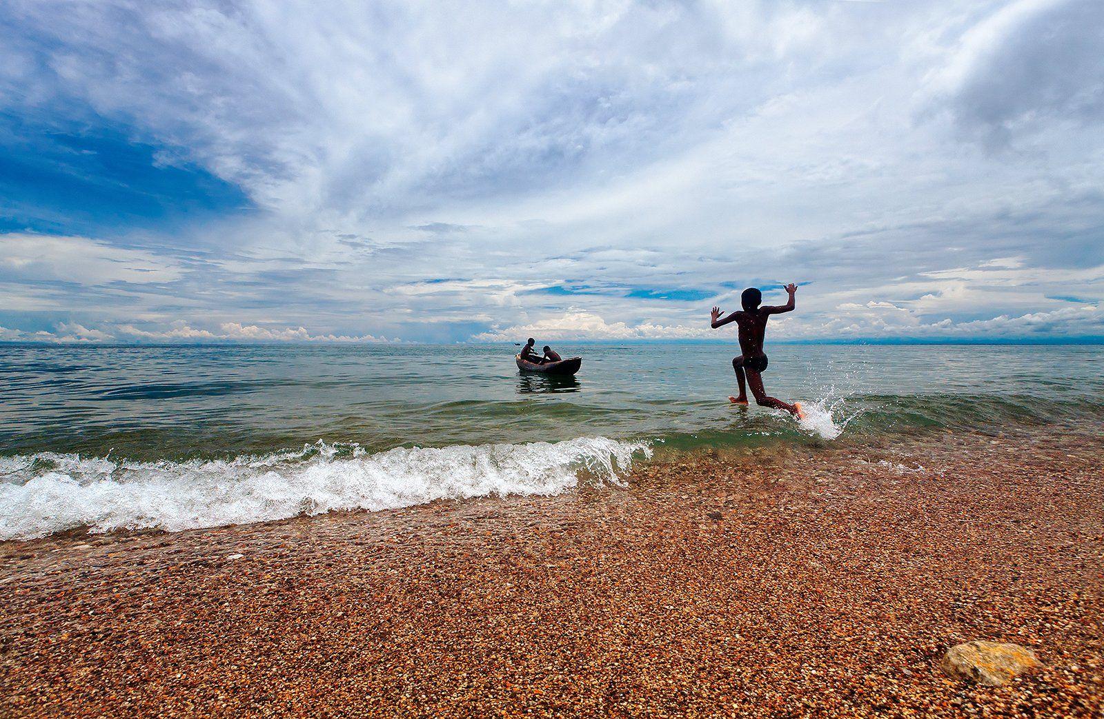 Африка, Танзания, Малави, Ньяса, озеро, простор, дети, лодка, вода, пляж, Бирюков Юрий