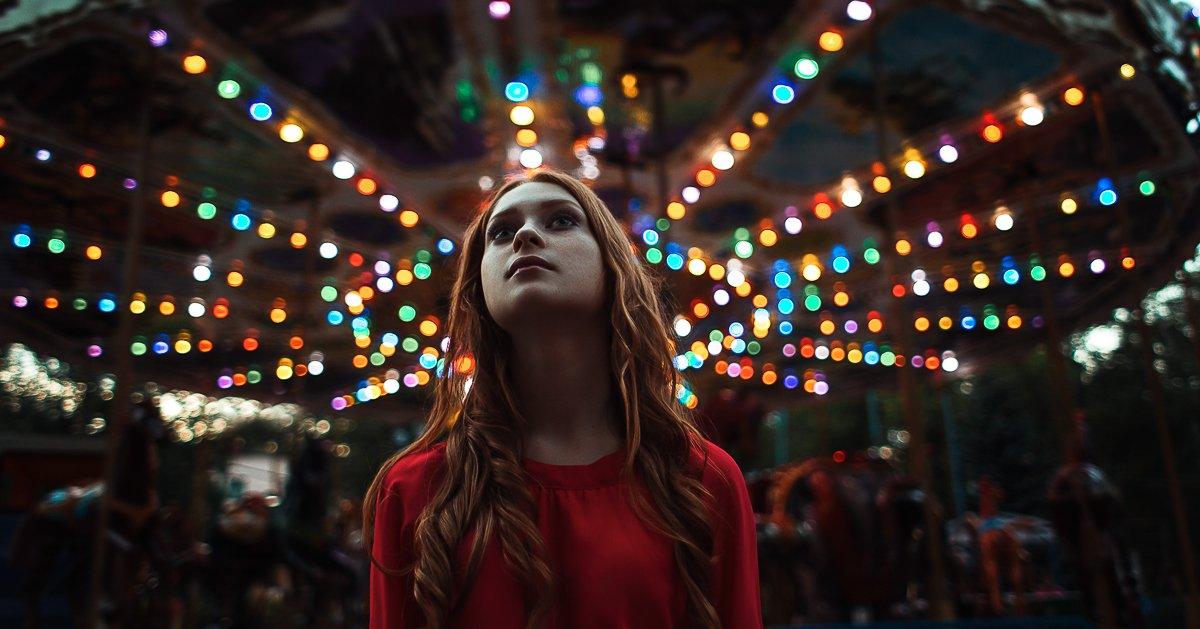девушка, карусель, вечер, закат, лето, платье, красный фанари, Блохин Антон