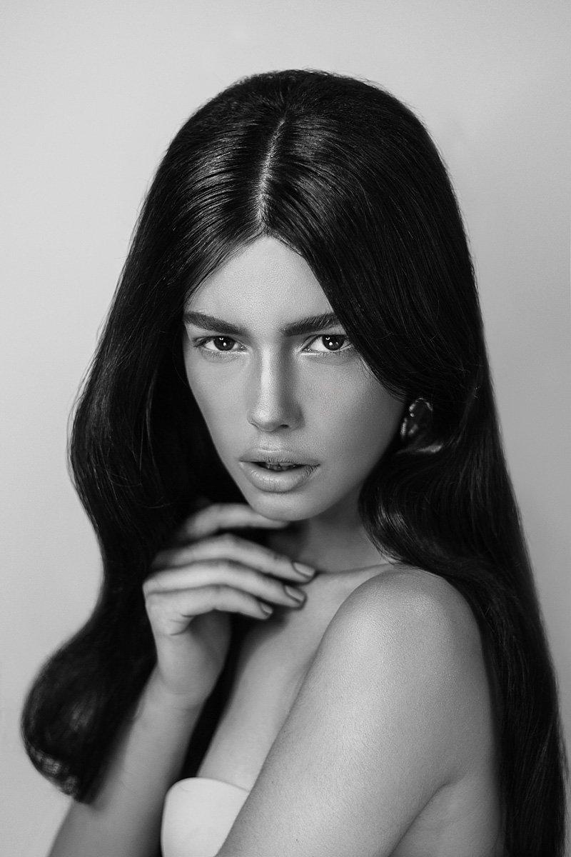 девушка, лицо, портрет, портрет девушки, чб, красивая, южанка, волосы, глаза, губы, блеск, бьюти, ретушь, студия, свет, Irella Konof