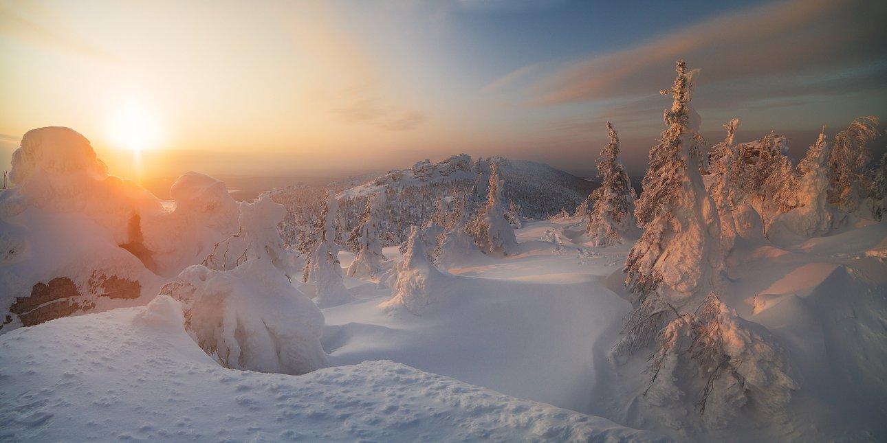 пейзаж,россия,утро,рассвет,зима,снег,свет,небо,цвет,горы,панорама, Истомин Виталий
