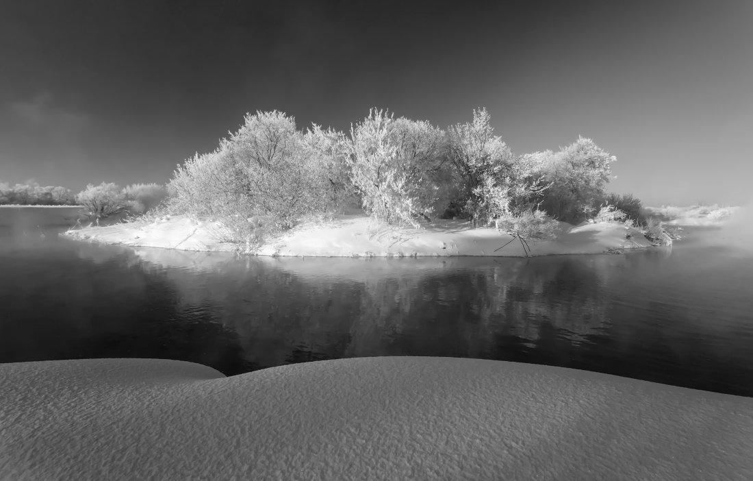 Снег мороз речка вода островок лес облака зима , Георгий Машковцев