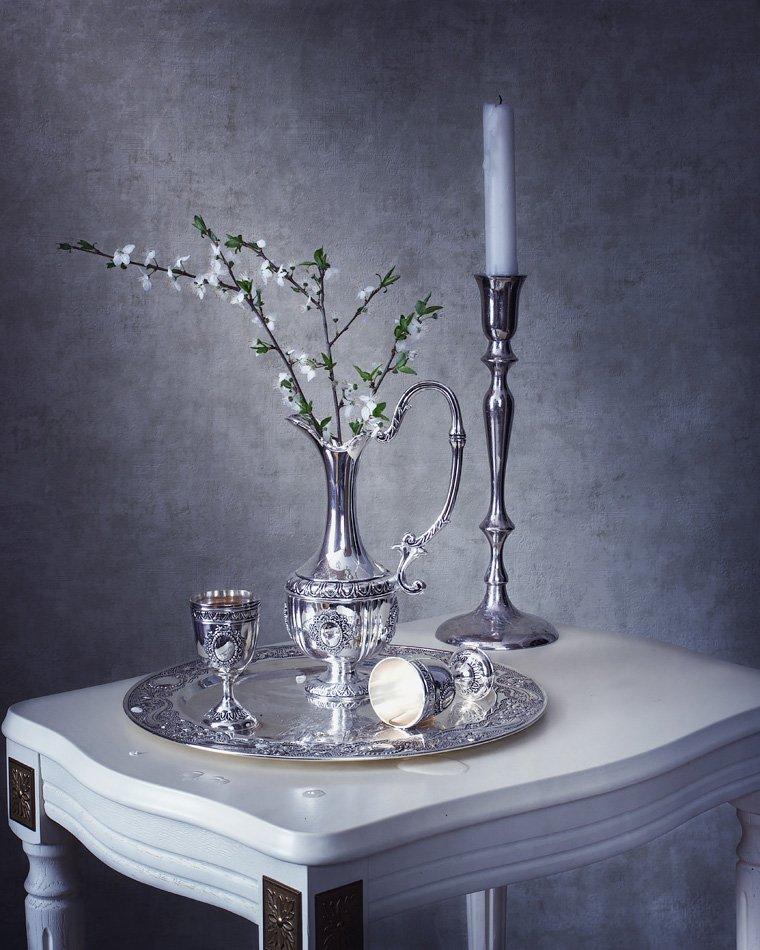 натюрморт, весна, цветущая ветка, свеча, поднос, бокалы, вино, кувшин, Ирина Приходько