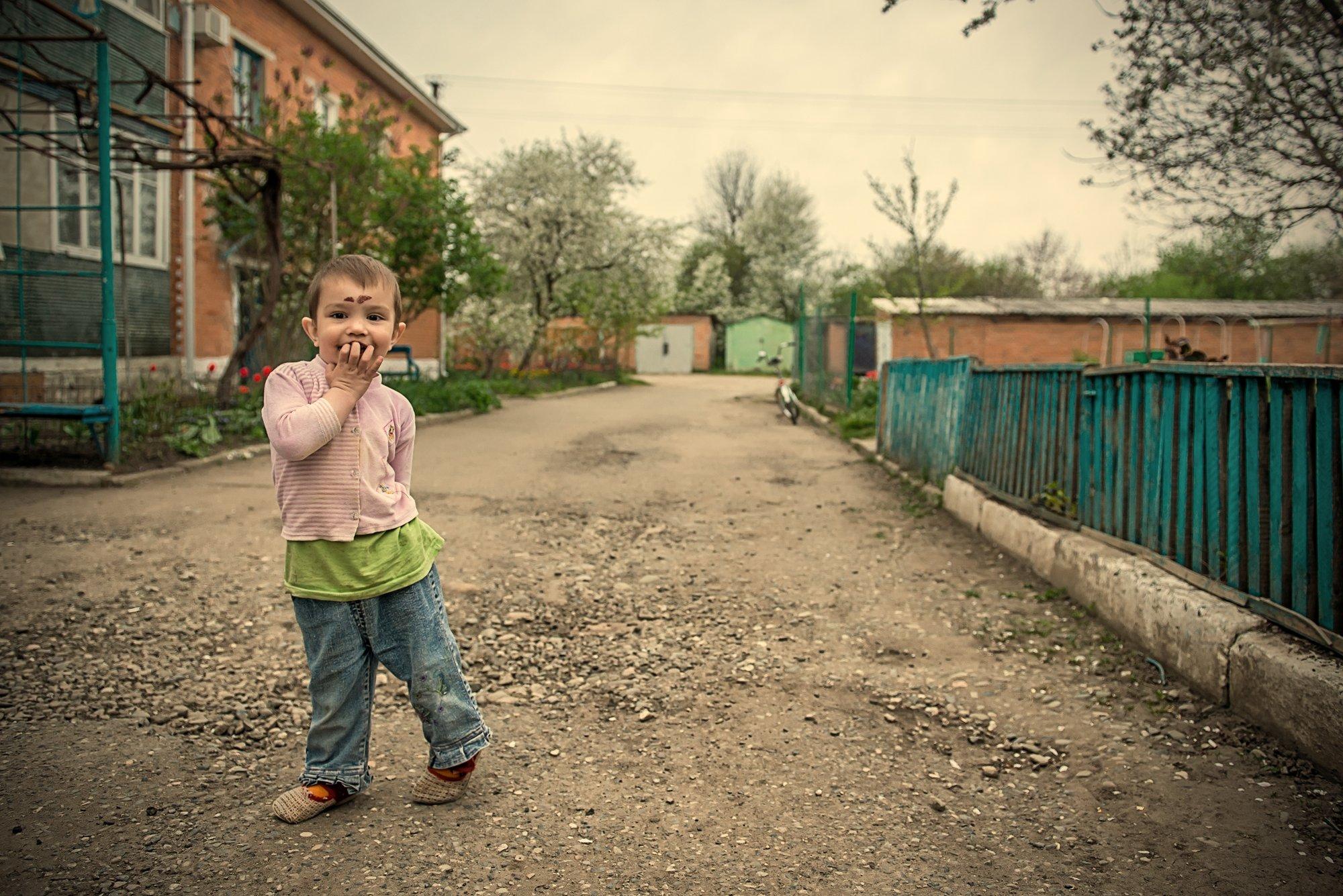 Ребёнок, мальчик, счастье, двор, улица, детство, беззаботность, Иван Кривко