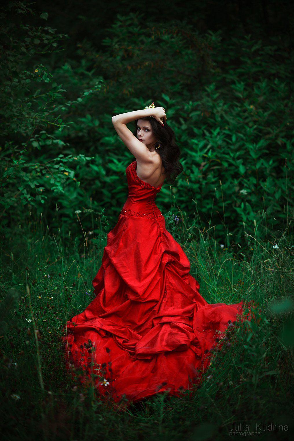 алое платье  королева корона девушка , Кудрина Юлия