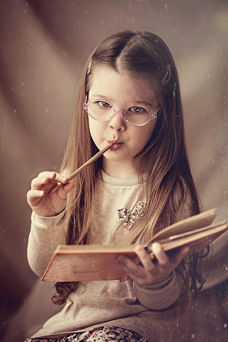 портрет,ребенок,книга, Мария Монастырная