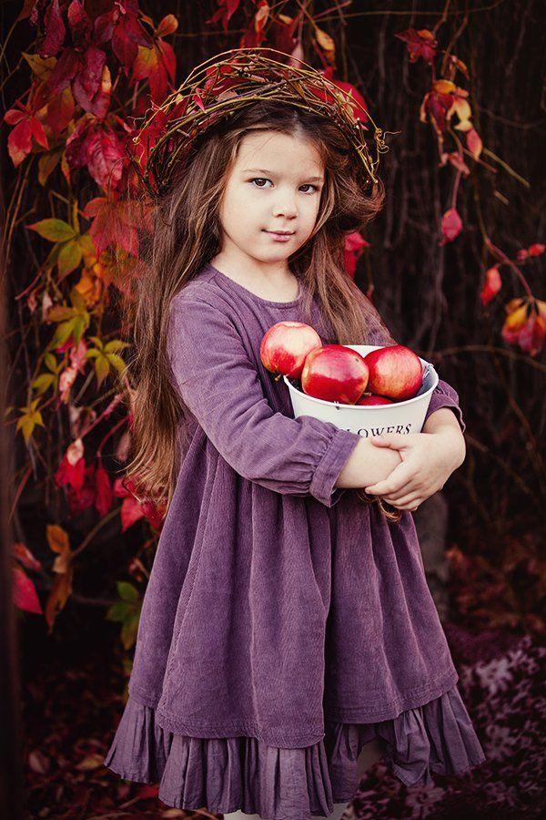портрет,ребенок,осень,яблоки, Мария Монастырная