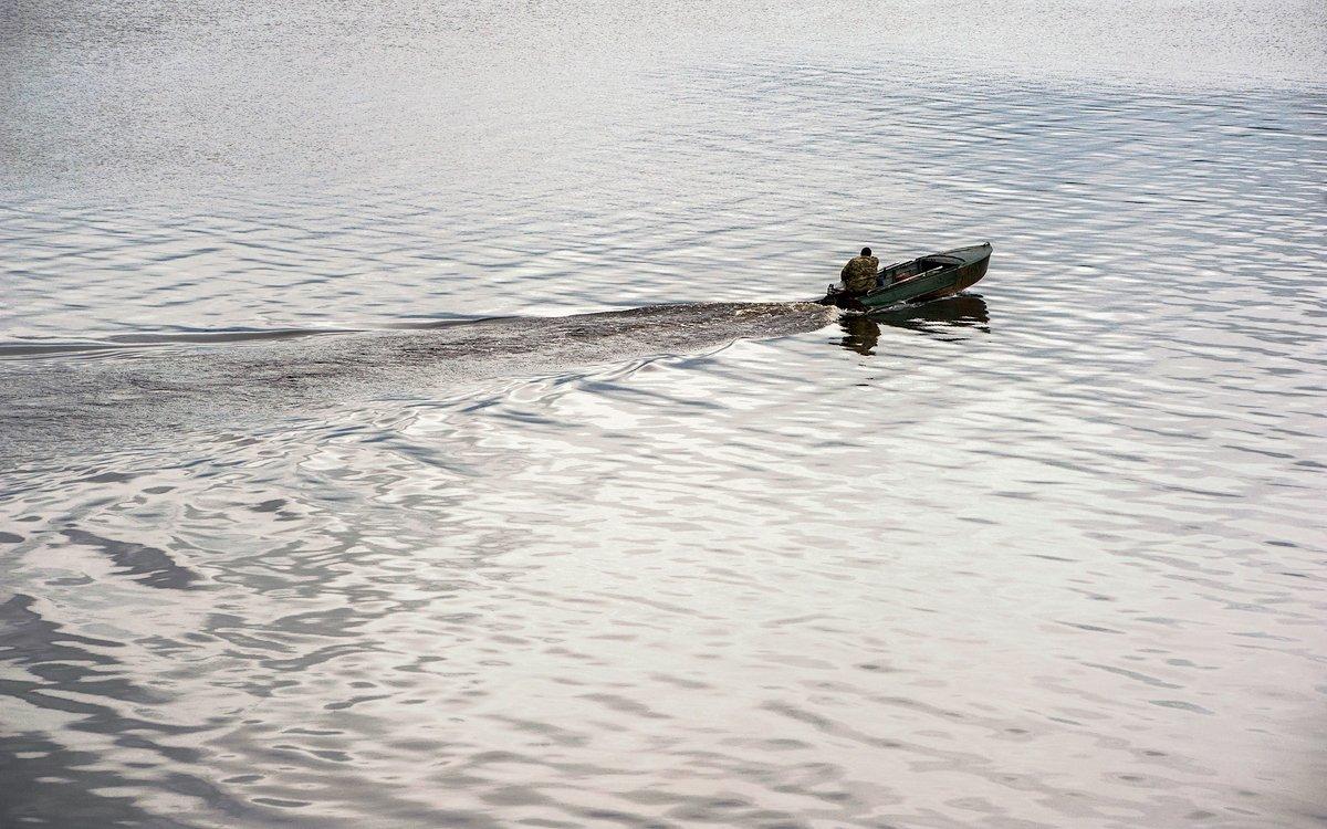 река, волга, волны, лодка, отражения, калязин, Валерий Пешков