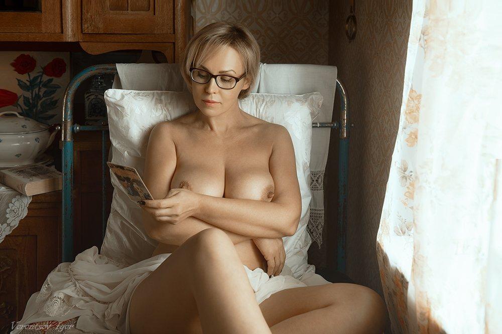 ню, девушка, грудь, обнажённая,окно, винтаж, кровать, Воронцов Игорь