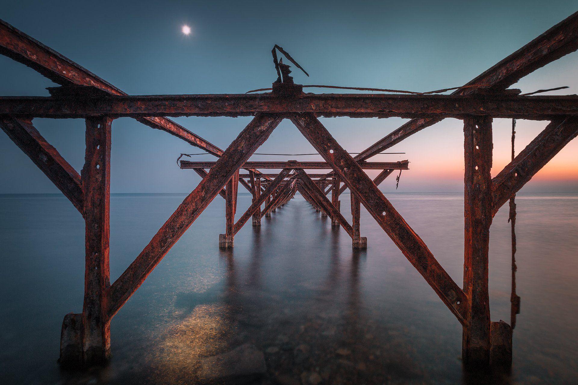 пляж, закат, старый пирс, черне море, луна, лунный свет,, Андрей Огнев